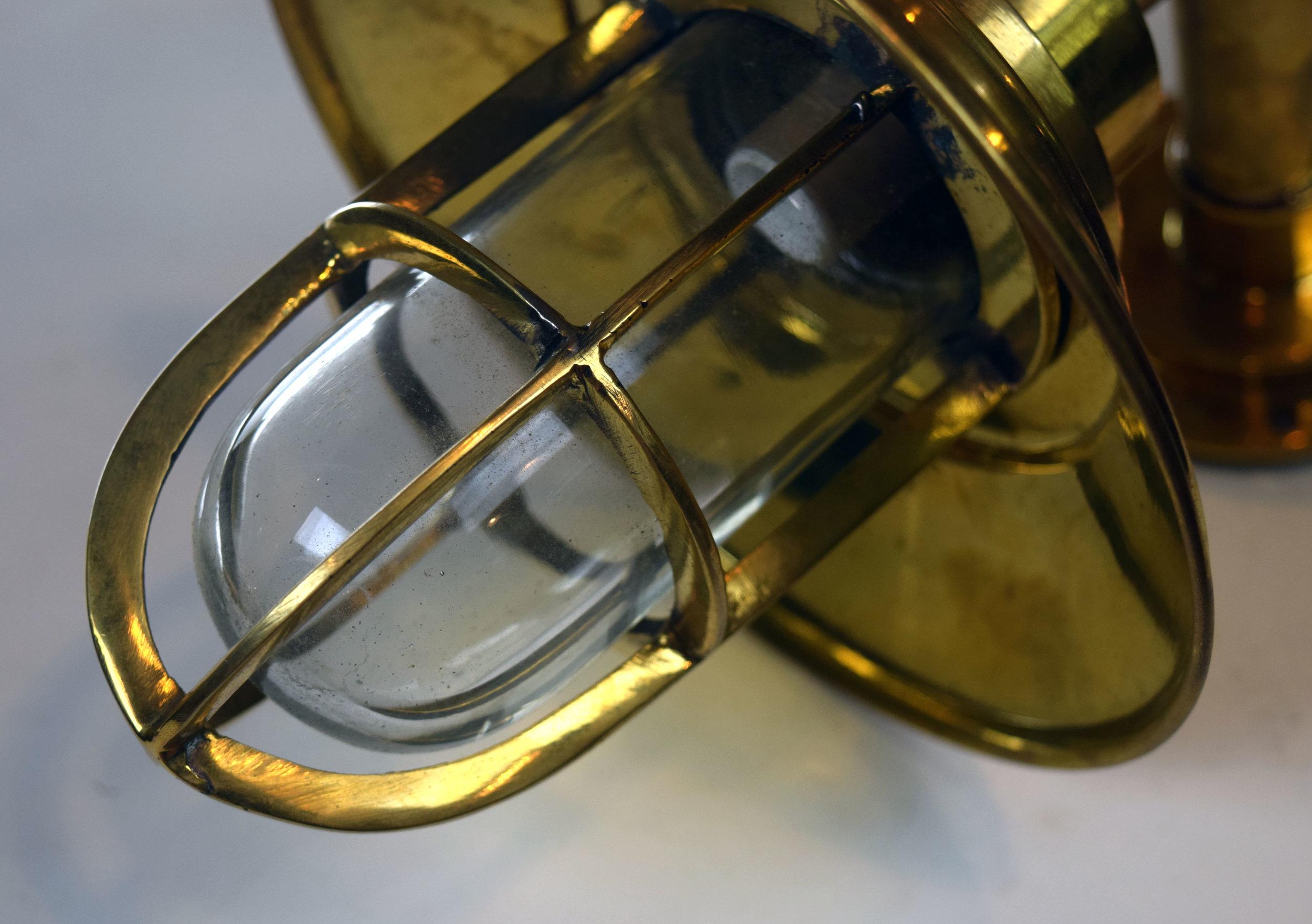 47183-small-brass-ship-light-detail1.jpg