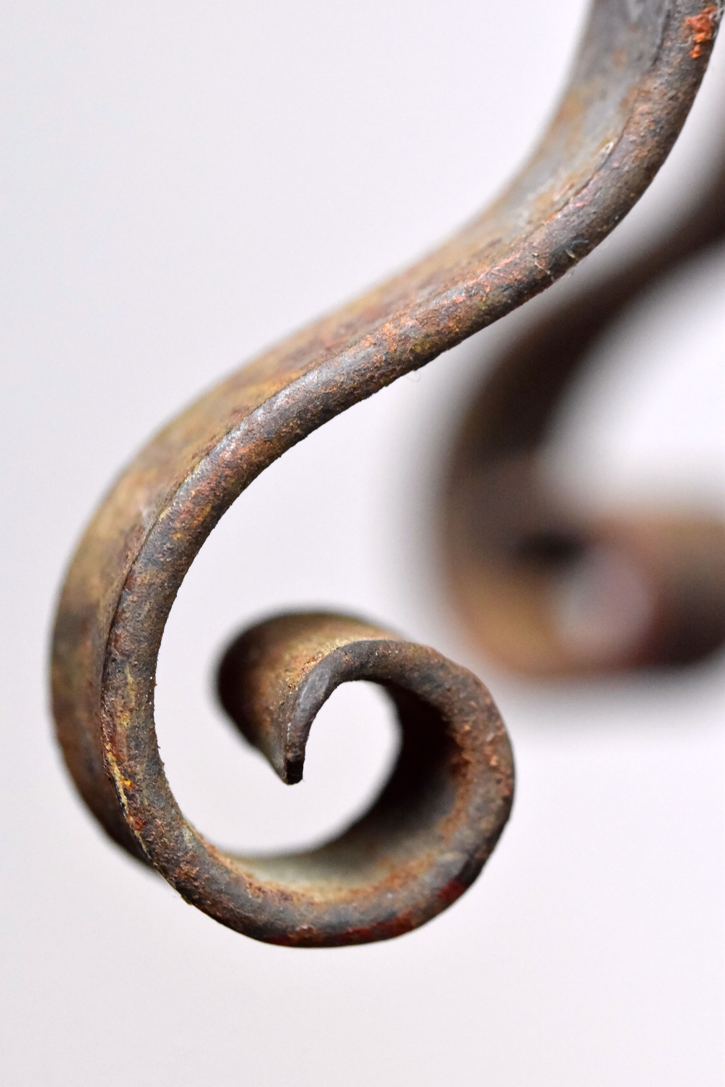 47444-painted-iron-pendant-macro.jpg