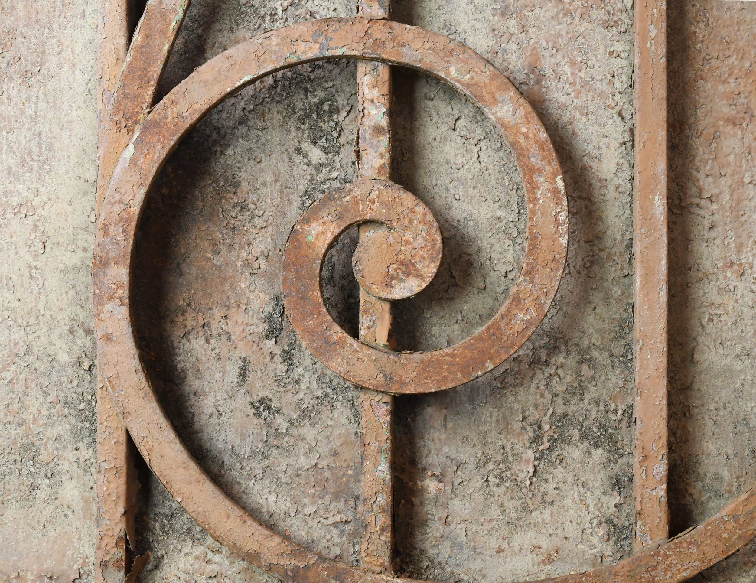 47498-Arched-iron-gate-detail-1.jpg