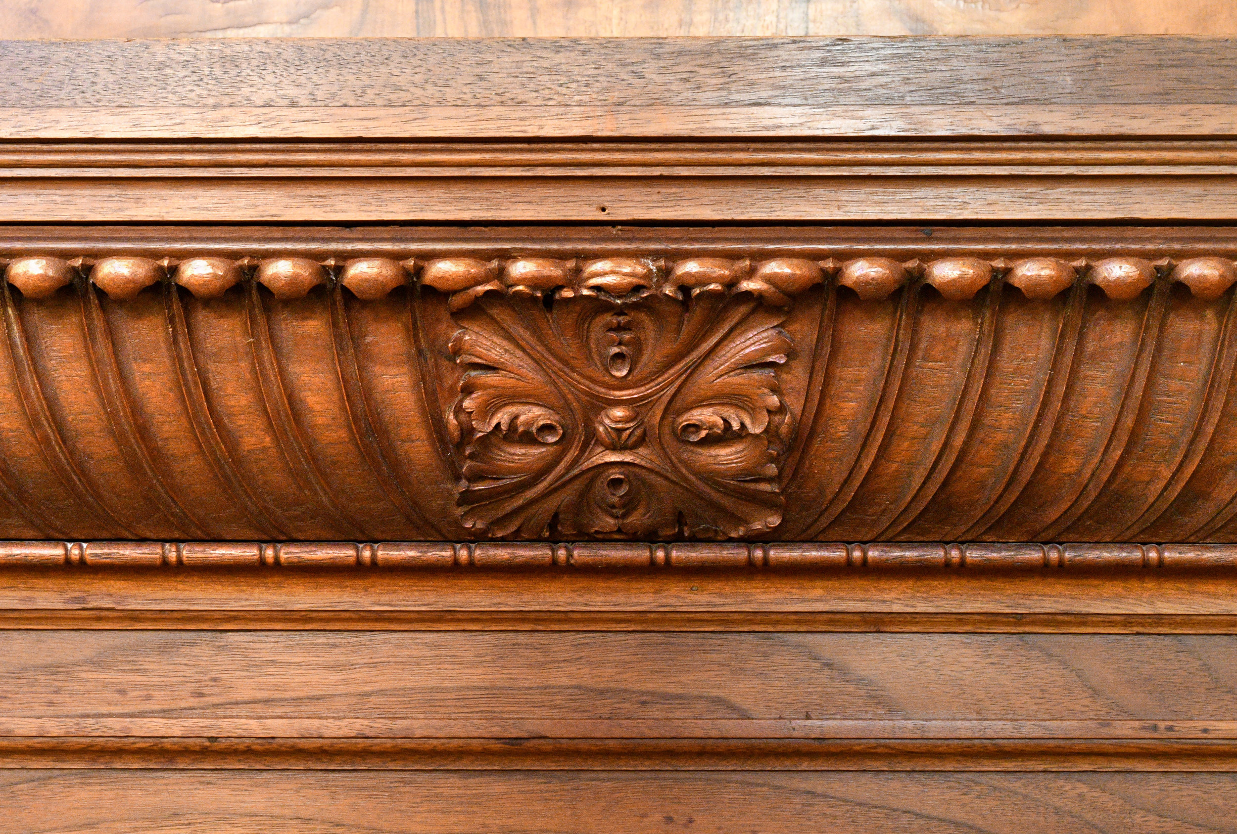47615-burled-walnut-mantel-medallion.jpg