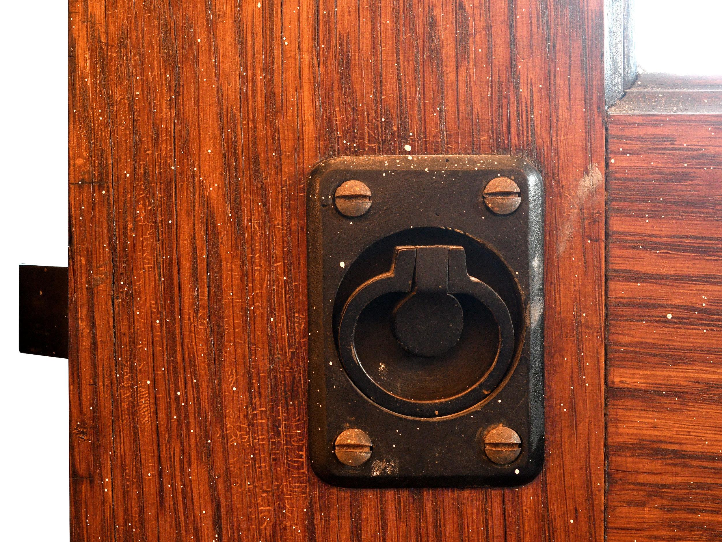 47638-four-door-bifold-unit-lock-detail.jpg