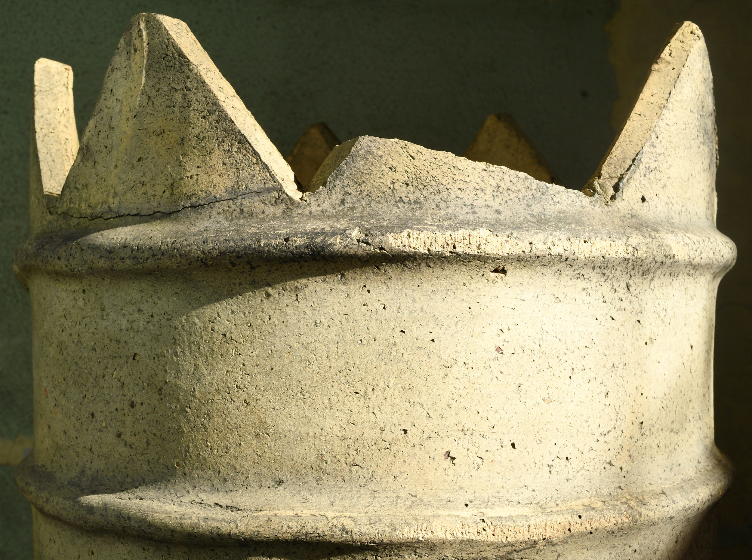 46480-chimney-pot-with-crown-shadow.jpg