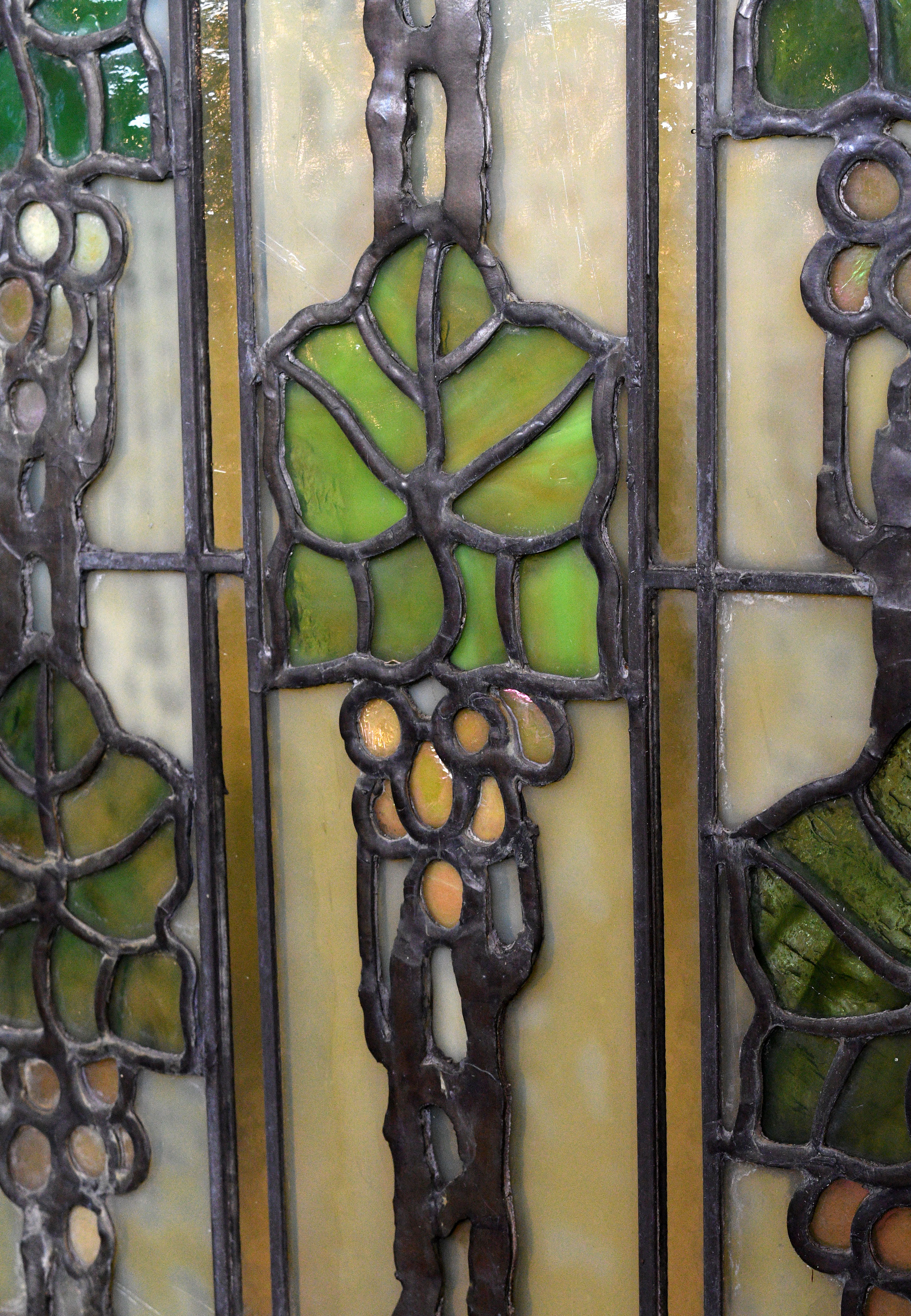 47809-bradstreet-grape-leaves-window-natural-detail.jpg