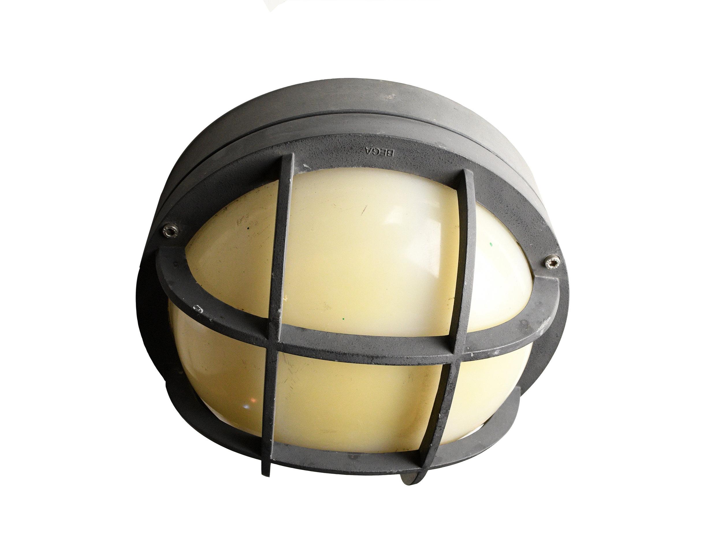 47847-wall-mount-nautical-light-1.jpg