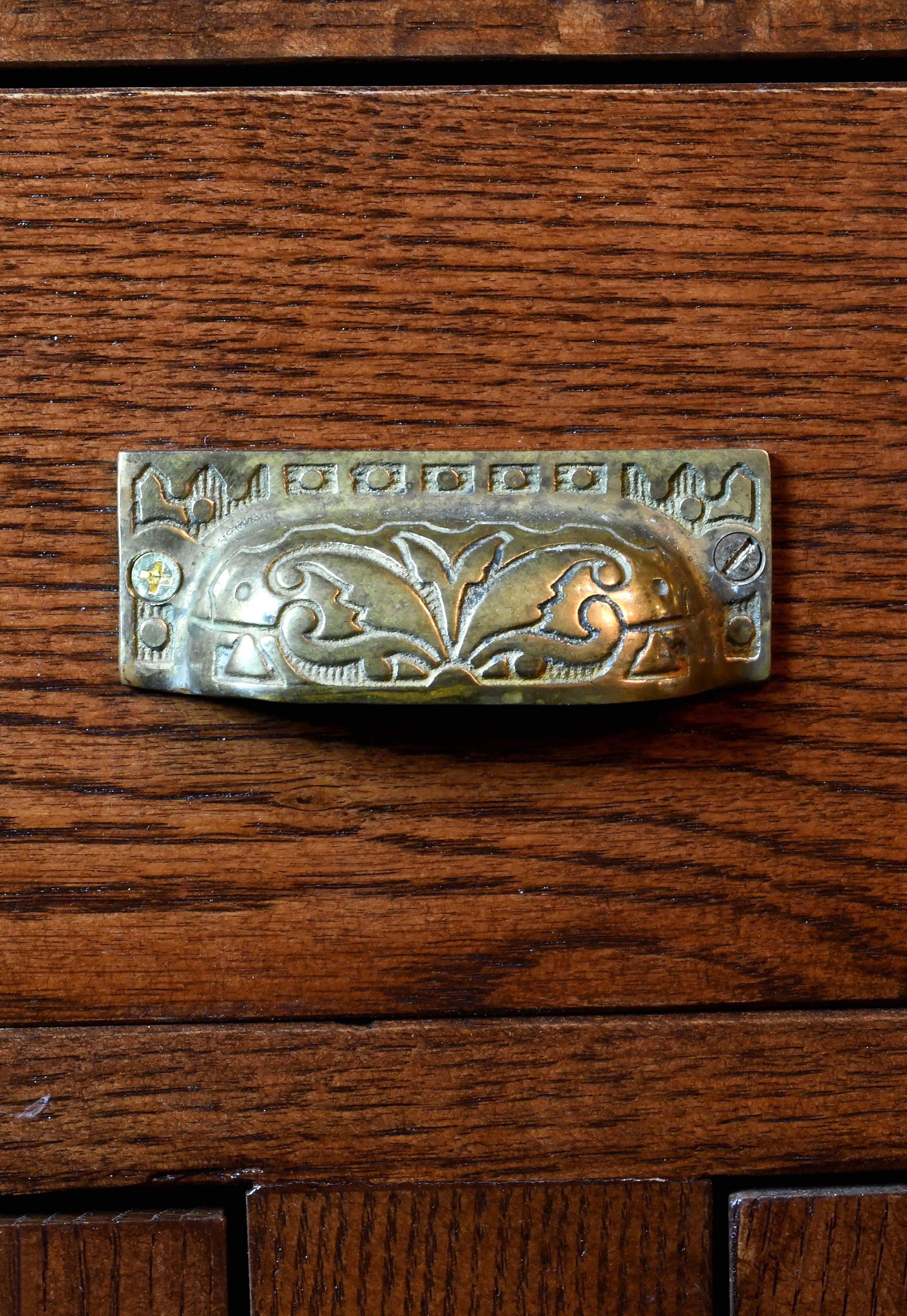 47422-brunswick-bar-handle-detail.jpg