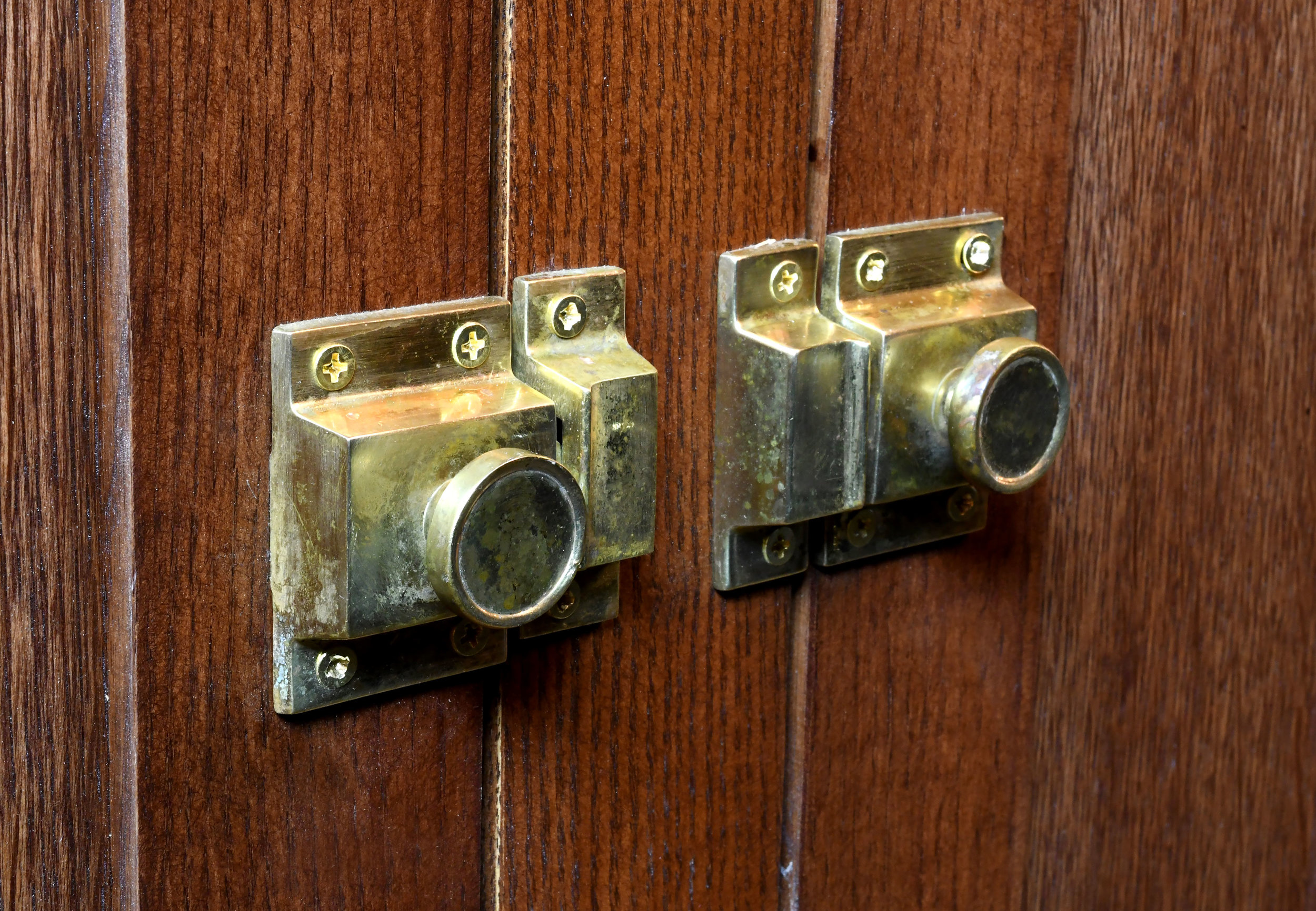 47422-brunswick-bar-hardware-detail.jpg