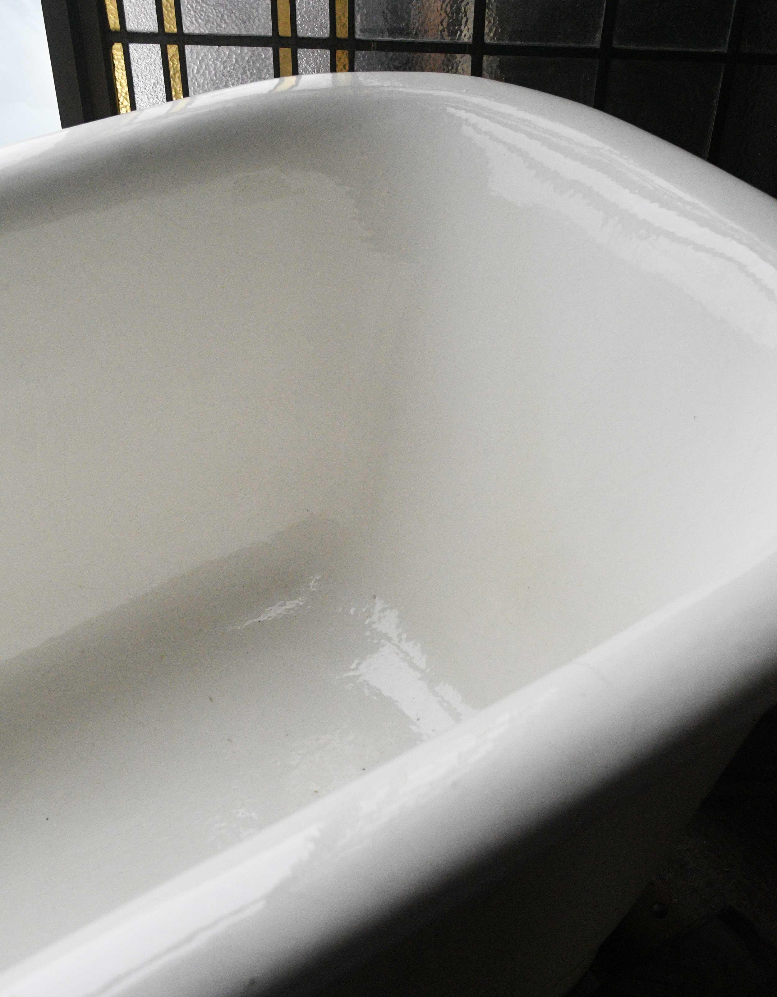 47841-porcelain-center-drain-tub-detail3.jpg