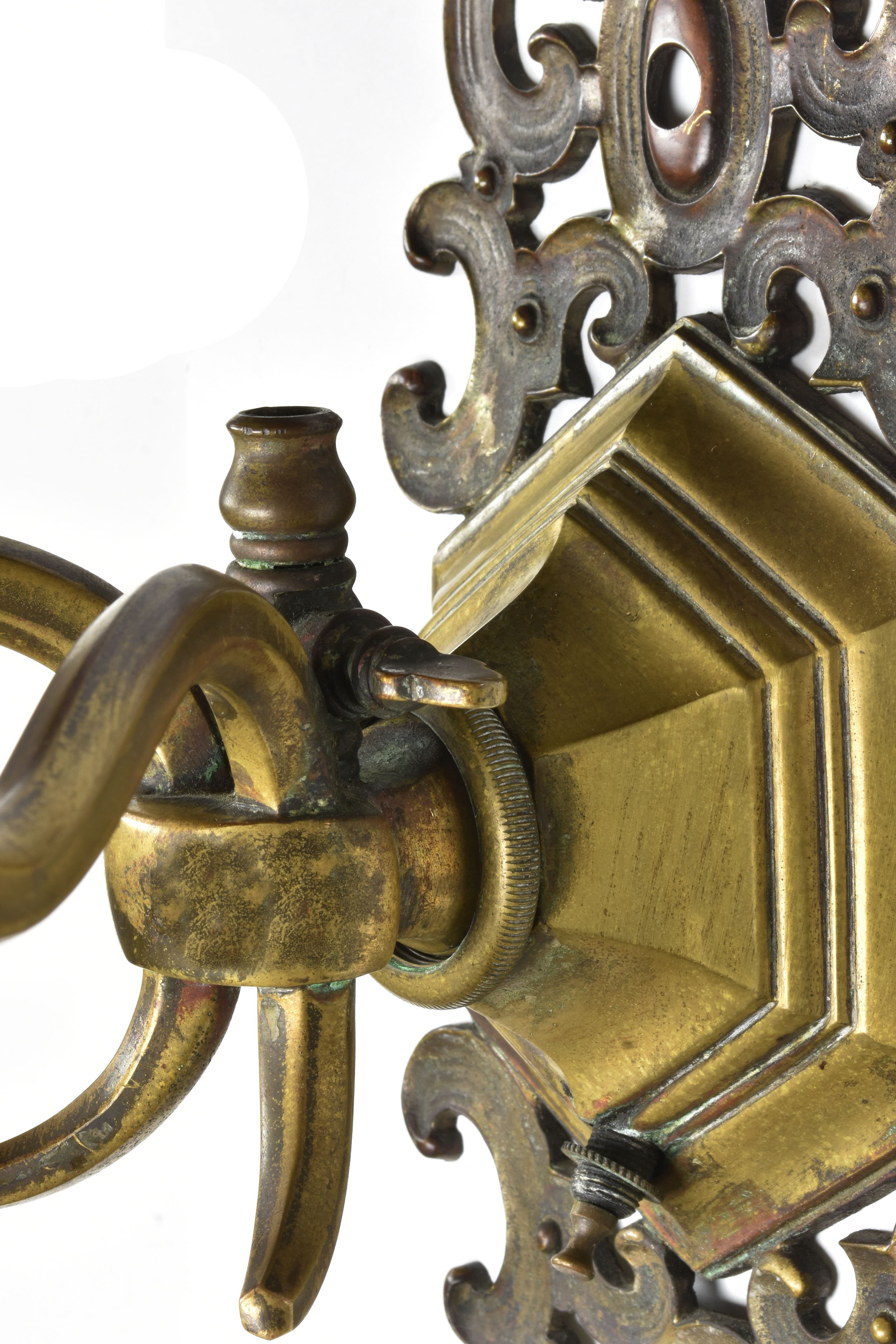 48080 two arm brass middle screw detail.jpg