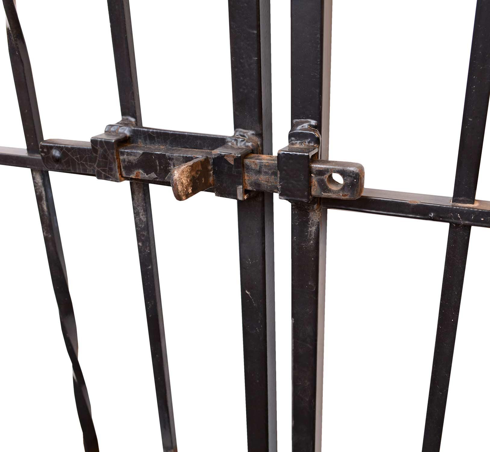 42878-iron-driveway-gate-lock-detail.jpg