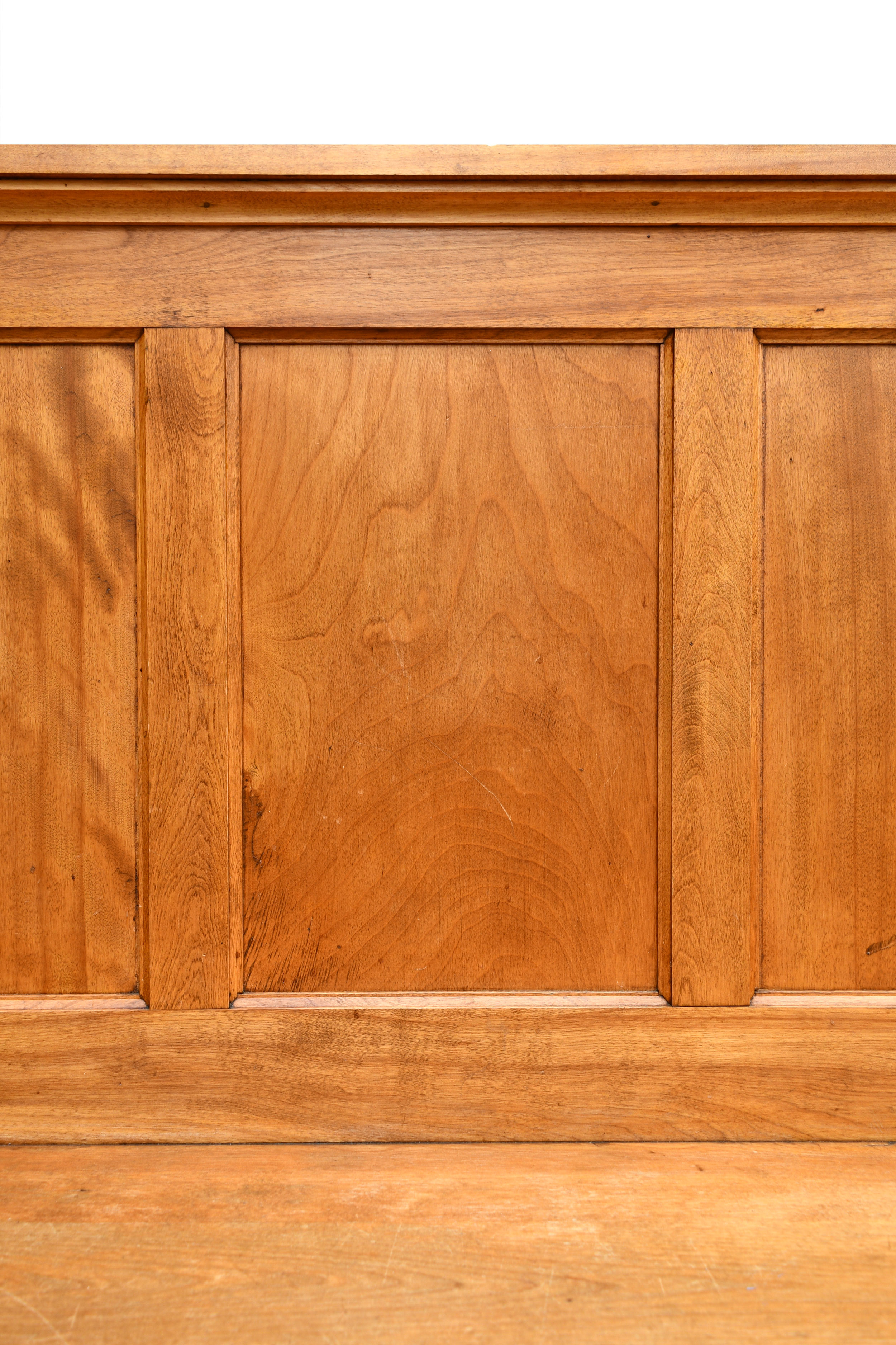48337-maple-booth-bench-close-up.jpg