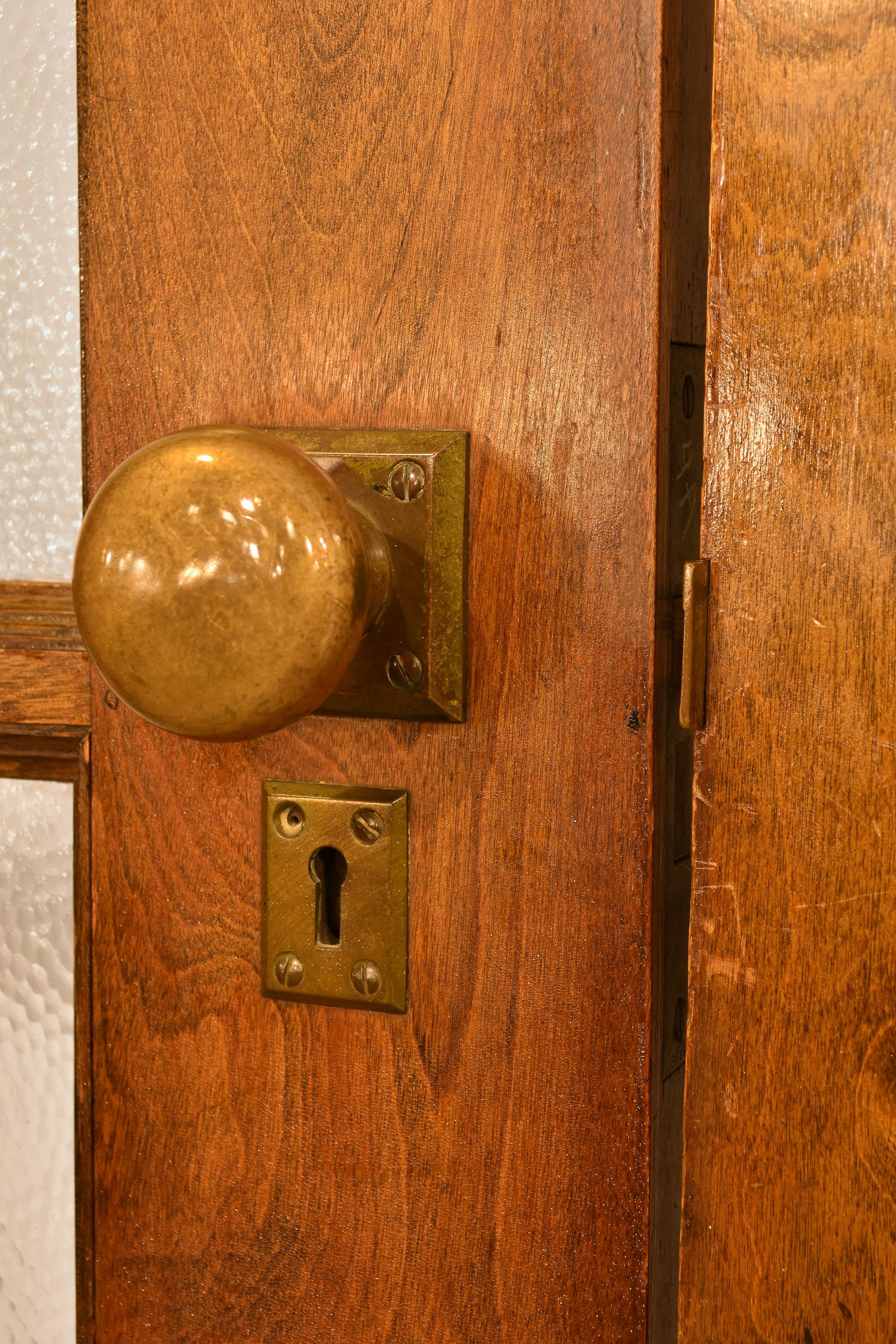 48393 double door pebble closeup hardware.jpg
