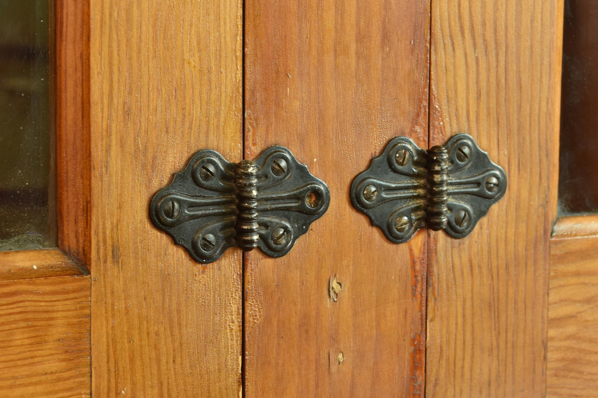 48385 fir built-in A B cabinet hinges.jpg