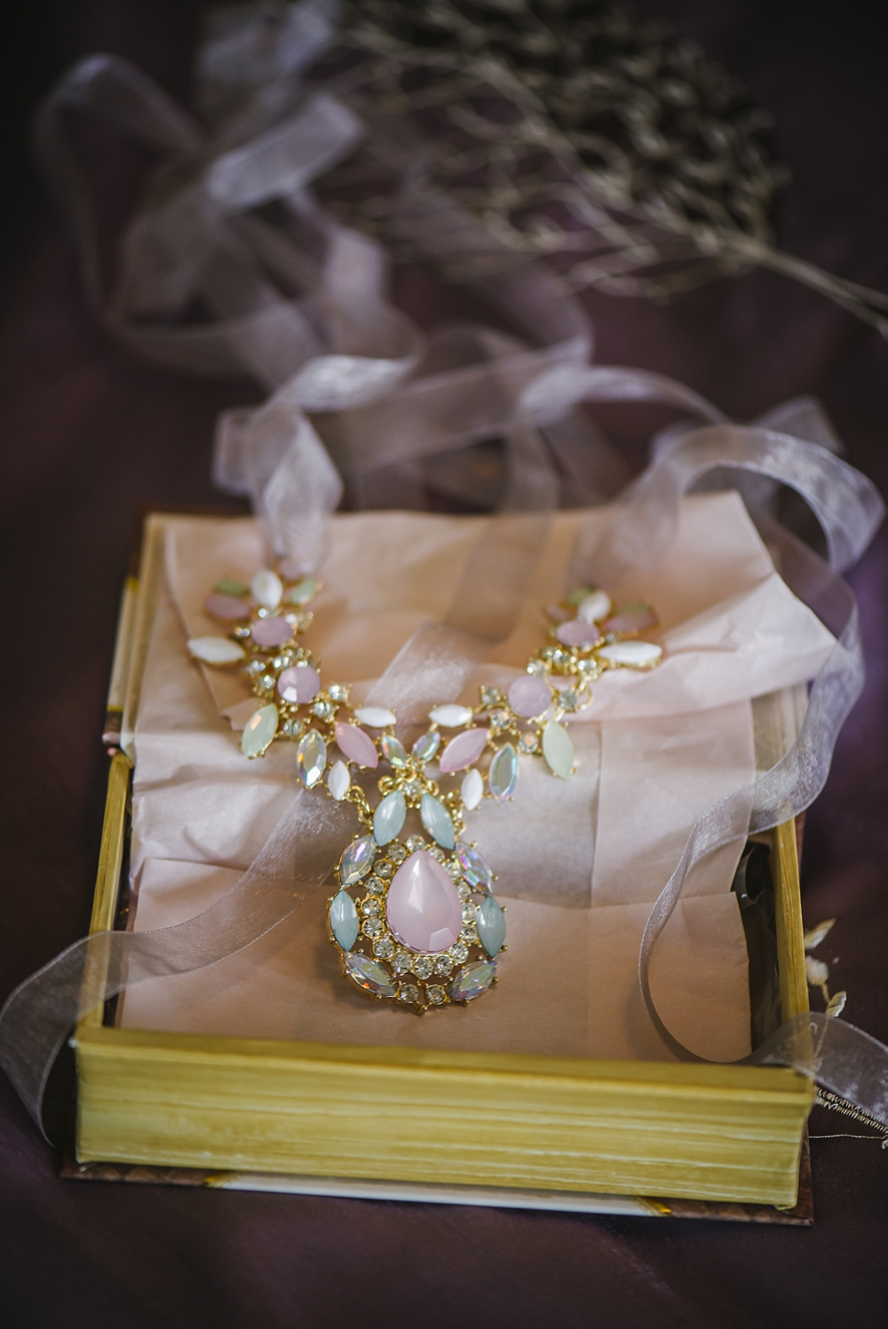 I'm in love with these gorgeous necklaces Hannah found for all her lovely bridesmaids!