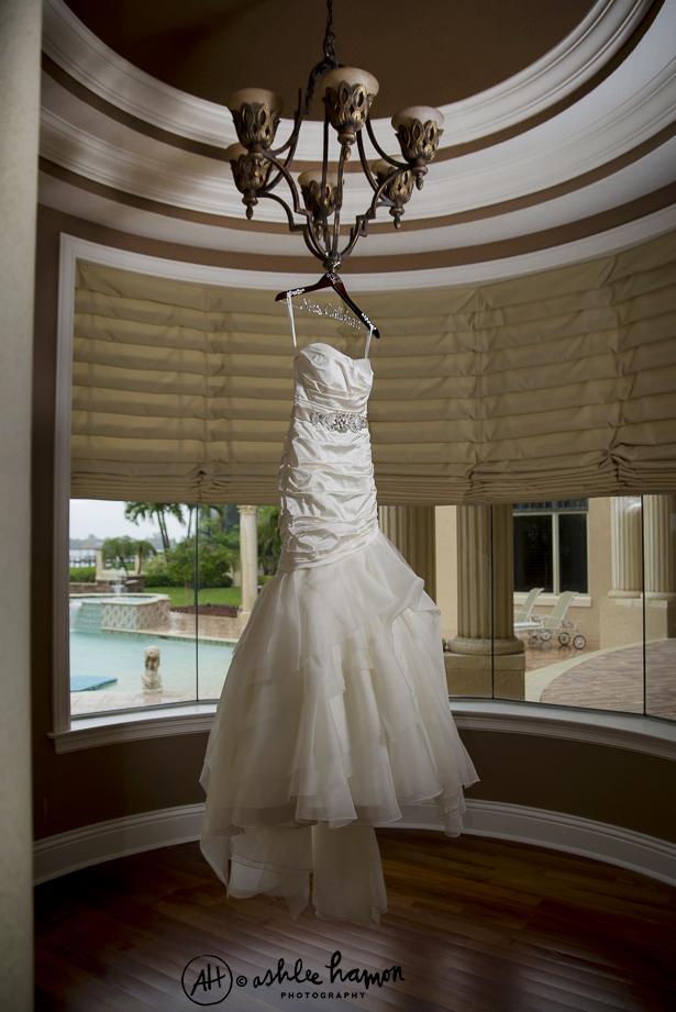 elegant wedding dress photo