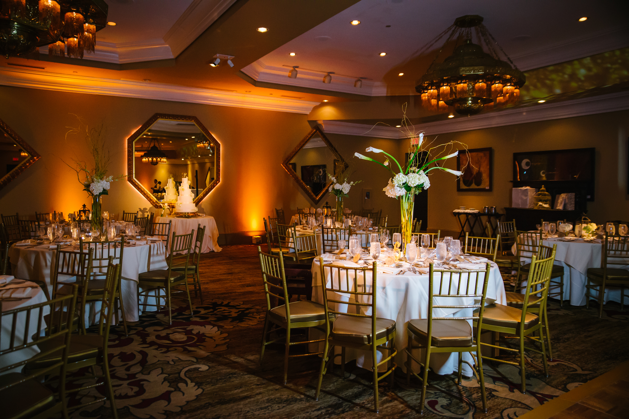 tampa-wedding-photographer-casa-monica-st-saint-augustine-florida-reception-table-setting-luxury-formal-gold