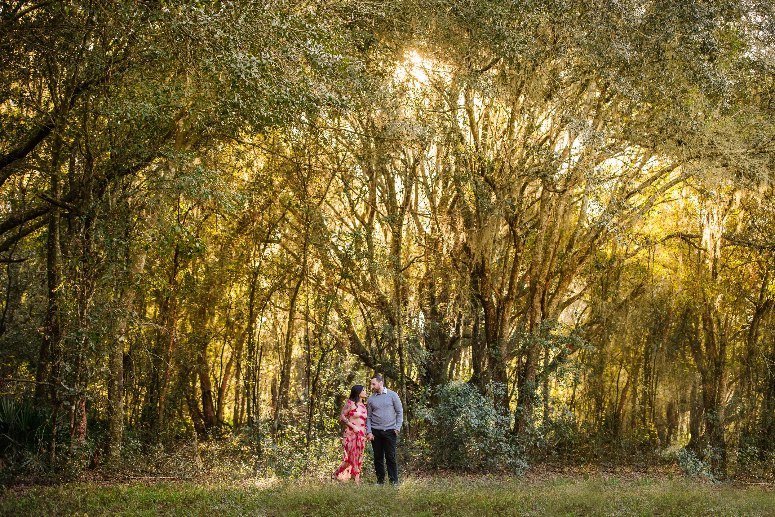 tampa-engagement-photographer-morris-bridge-sun-trees-outdoor-stylish