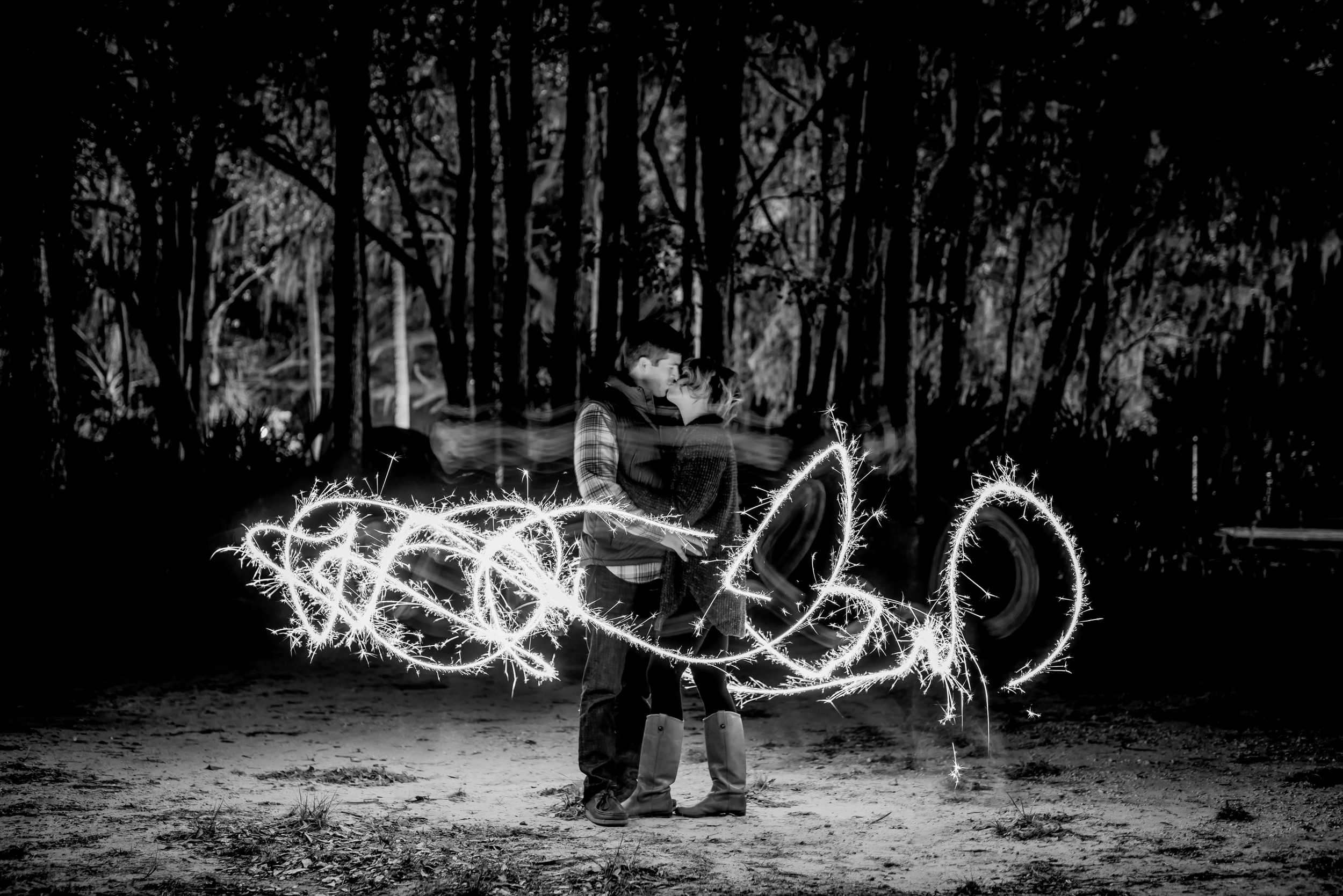 tampa-engagement-photographer-kelly-springs-rock-kiss-romantic-nature-adventure-love-candid-vibrant-black-and-white-sparkler-light-trail-kiss