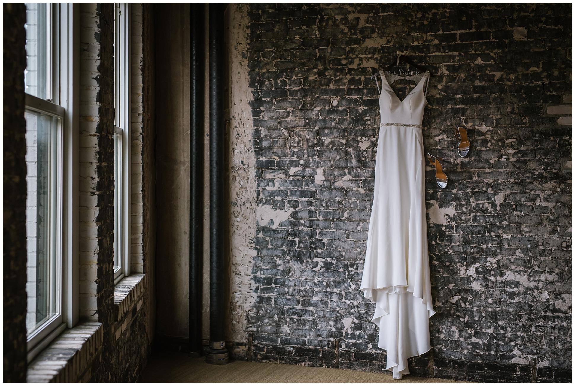 Oxford-exchange-wedding-photogapher-garland-candels-bookstore-burgandy-botanica_0003.jpg