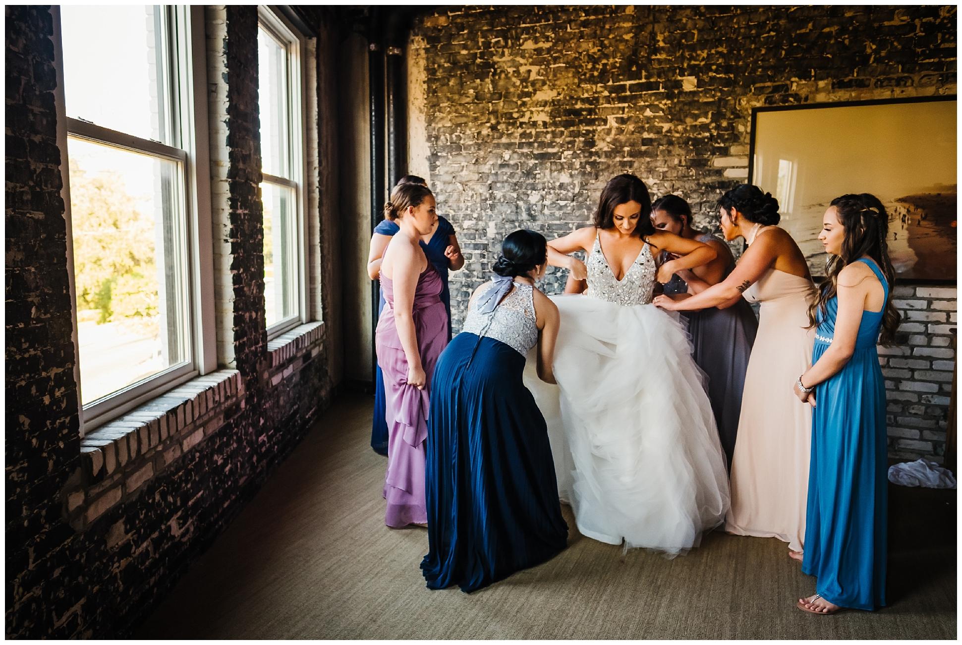 tampa-wedding-photographer-oxford-exchange-garland-candlelight-gold-hayley-paige_0012.jpg