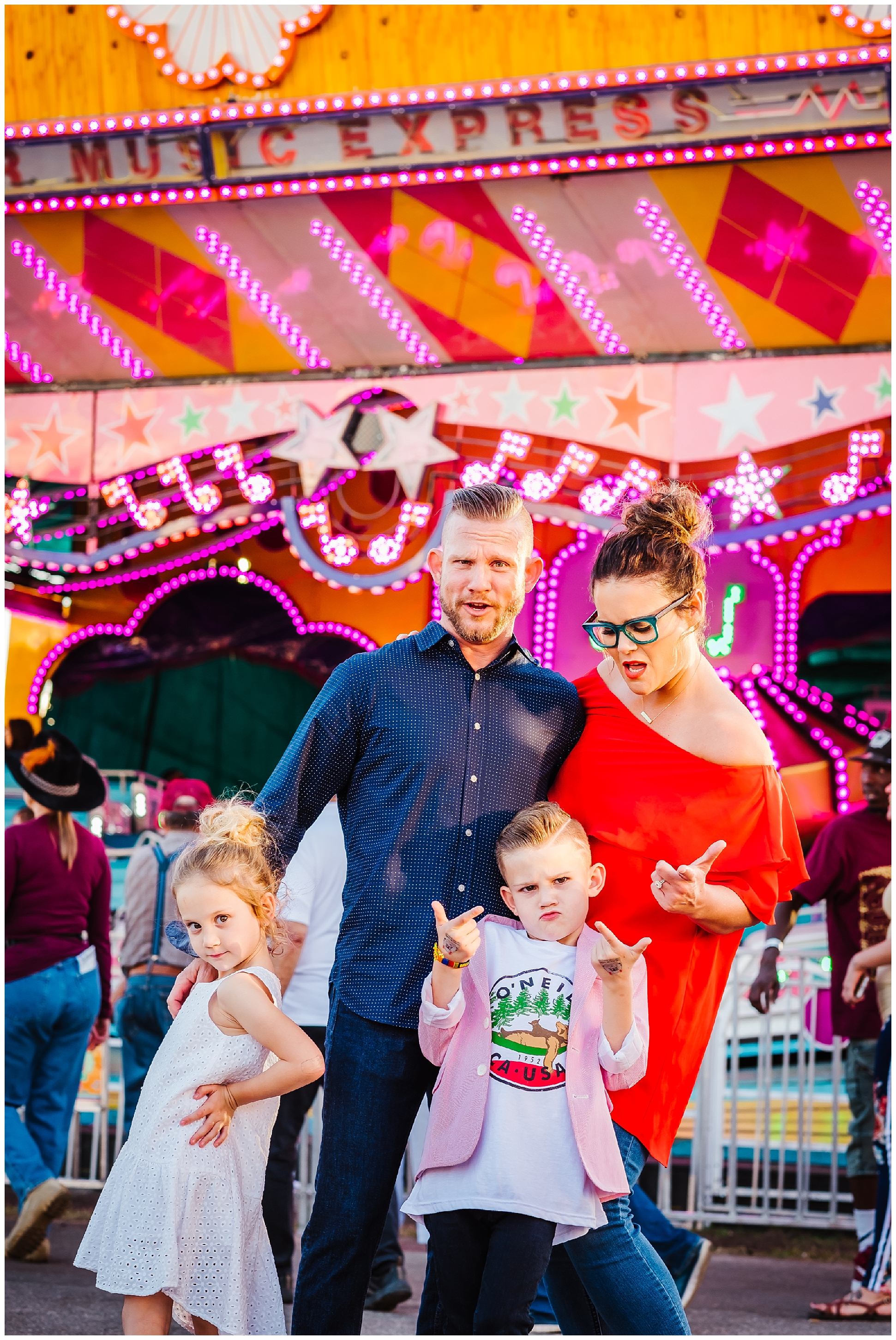 Tampa-colorful-fair-amusement park-family session_0018.jpg