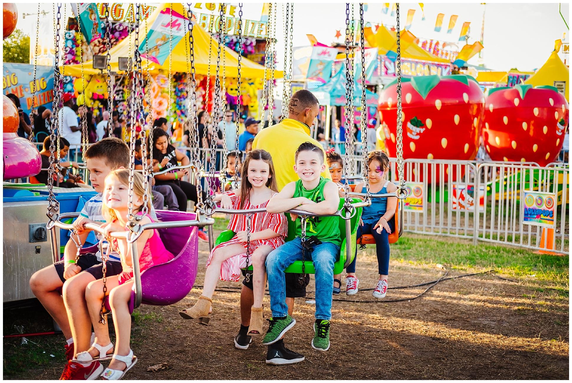 Tampa-colorful-fair-amusement park-dani family session_0010.jpg
