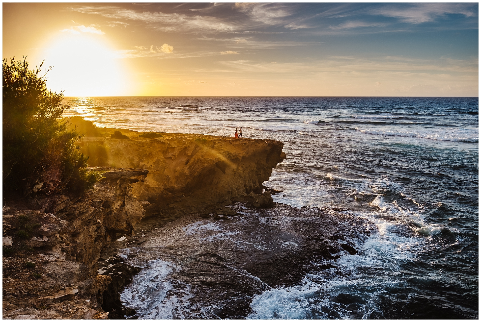 hawaiin-honeymoon-sunrise-portraits-kauai-grand-hystt-destination-photographer_0009.jpg