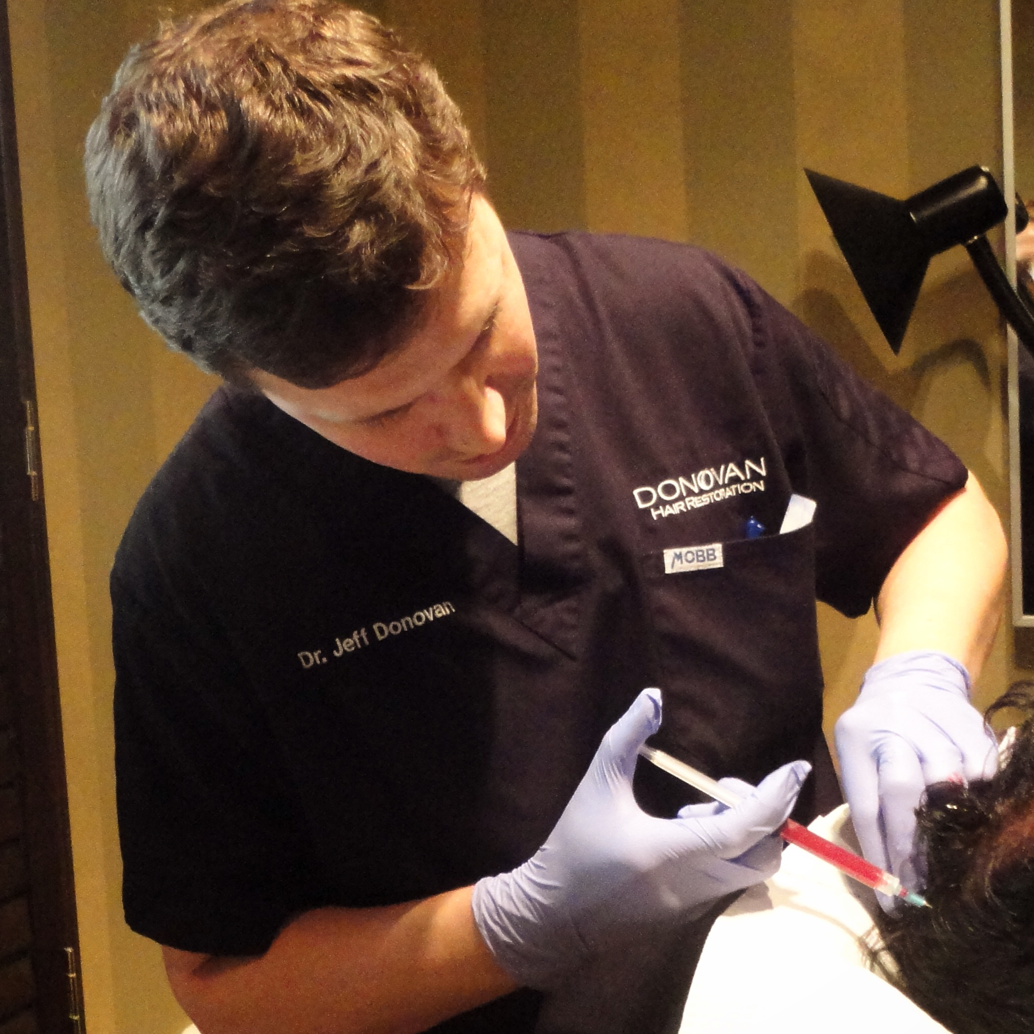 Dr. Donovan demonstrating the technique of platelet rich plasma injections to participants of the Fall 2014 Hair Course in Toronto
