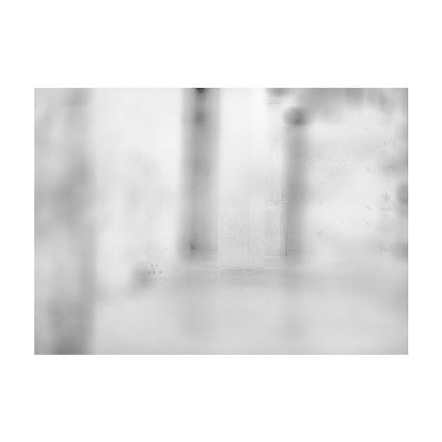 The surreal. From the series 'Coalescence'. See the full set at eronenpiper.com  #tatemodernlondon #thetanks #fuzzy #throughthemist #infocus #milky #mediumformat #120mmfilm #darkroom
