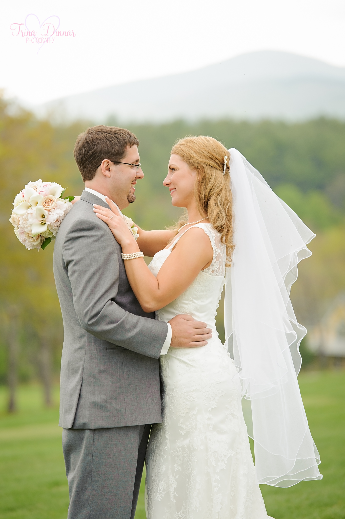 Amy and Eric enjoy their wedding on the golf course of the Bethel Inn
