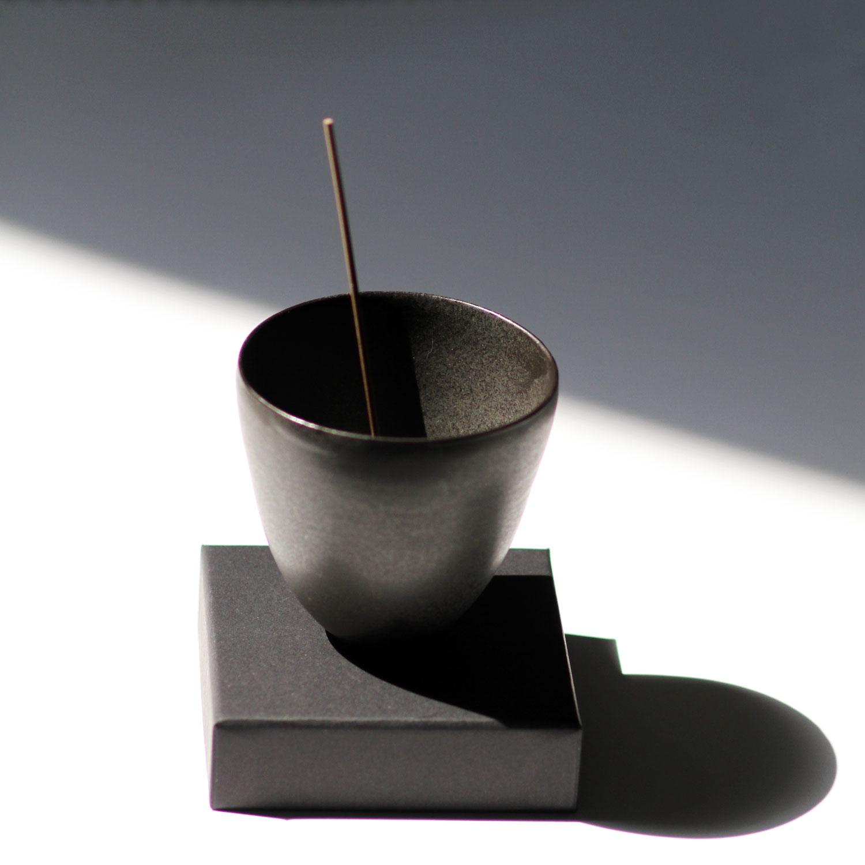 WEb_Ume-Incense-Burner_black-Porcelain_003.jpg