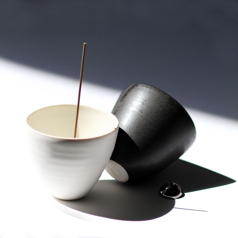 WEB_Ume-Incense-Burner_Ivory--&-Black-Porcelain_001.jpg