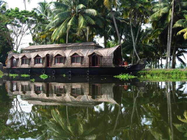 kerala houseboat.jpg