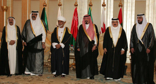 Gulf Arab leaders in typical dress (former Emir of Qatar, second from left, in the most sheer bhisht - a sign of status?)