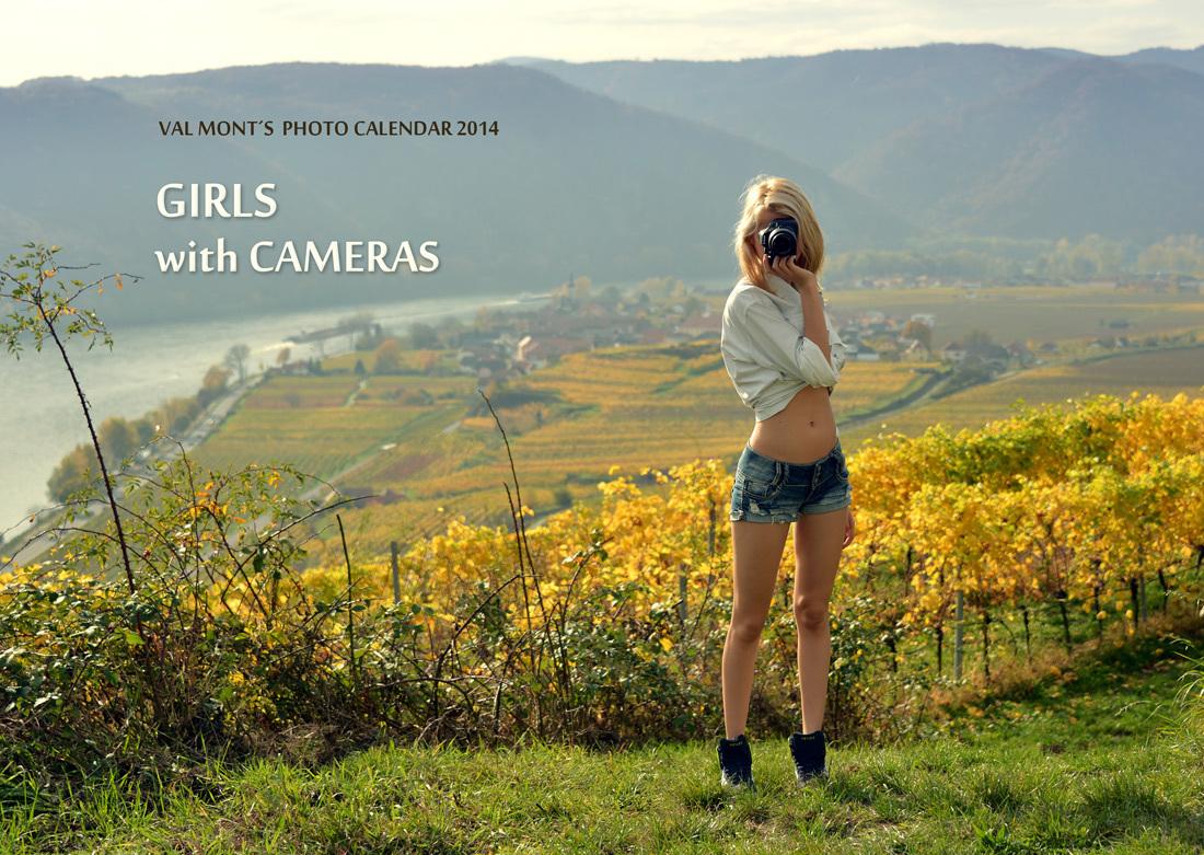 """Lorraine auf dem Cover vom Kalender 2014 """"Girls with Cameras"""""""