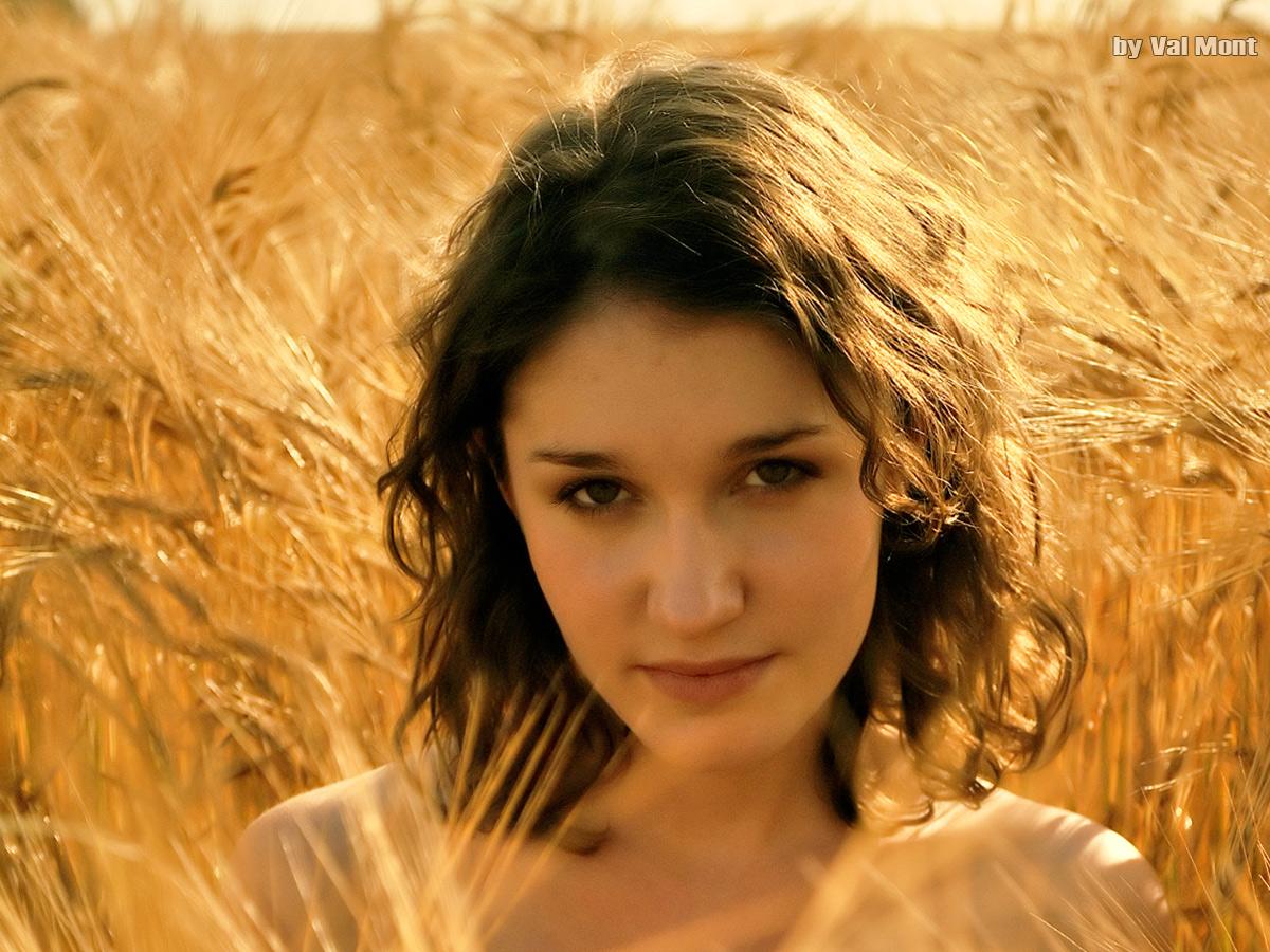 Anina-wheat-field.jpg