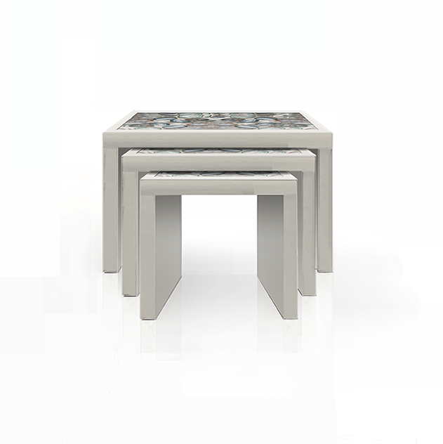 NESTING TABLES IN AGATE