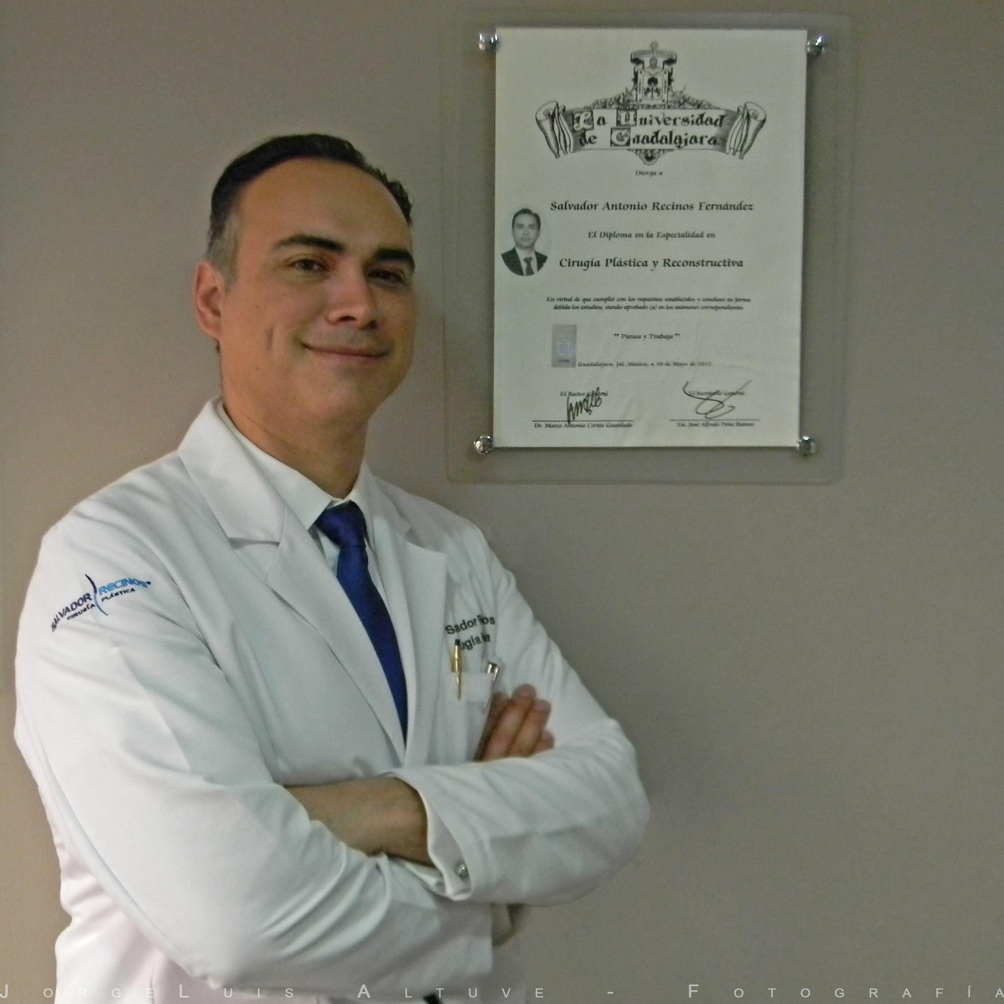 Dr. Salvador Recinos - Cirujano plástico con estudios en Guatemala y México (USAC, UNAM, IMSS, IGSS) Quien cuenta con un amplio recorrido en procedimientos estéticos y de cirugía plástica y reconstructiva.Es el cirujano plástico con más seguidores en Guatemala.Deja tu belleza #EnManosExpertas