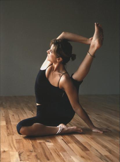 compass-pose-yoga-sarah-willis-yoga-ashtanga.png