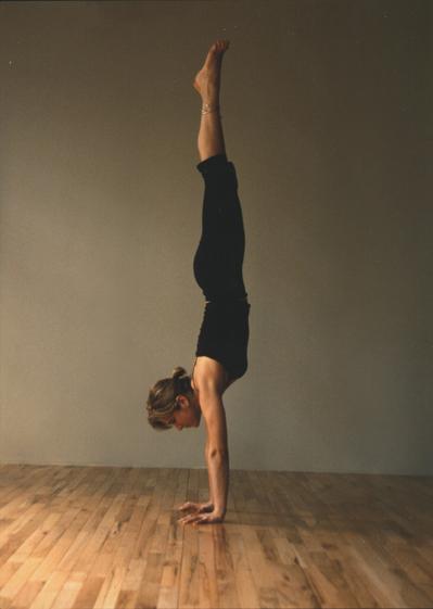 handstand-sarah-willis-ashtanga-yoga.png