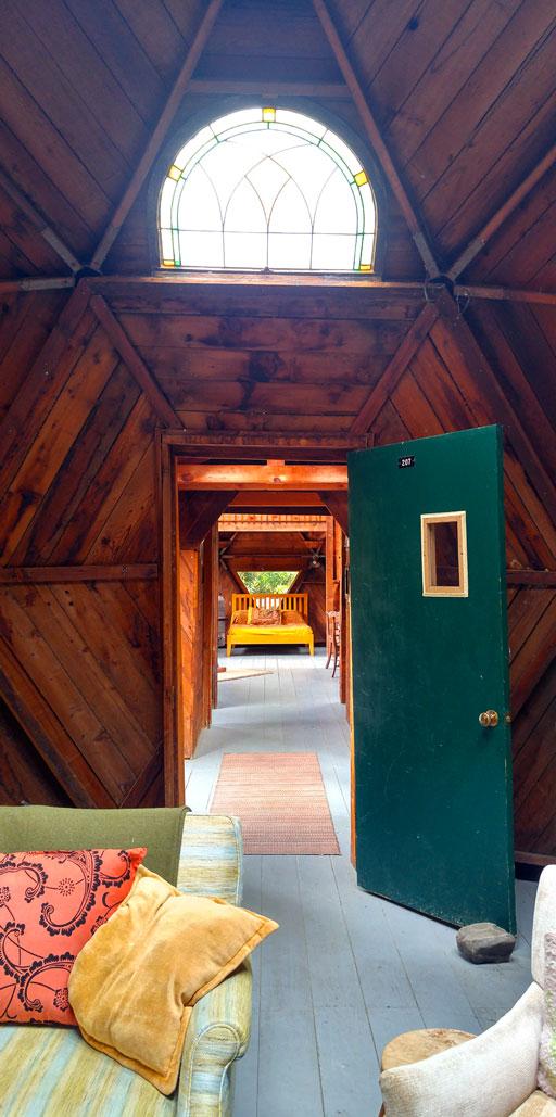 oz-farm-lodging-02-24x-BY-CHARLEBOIS.jpg