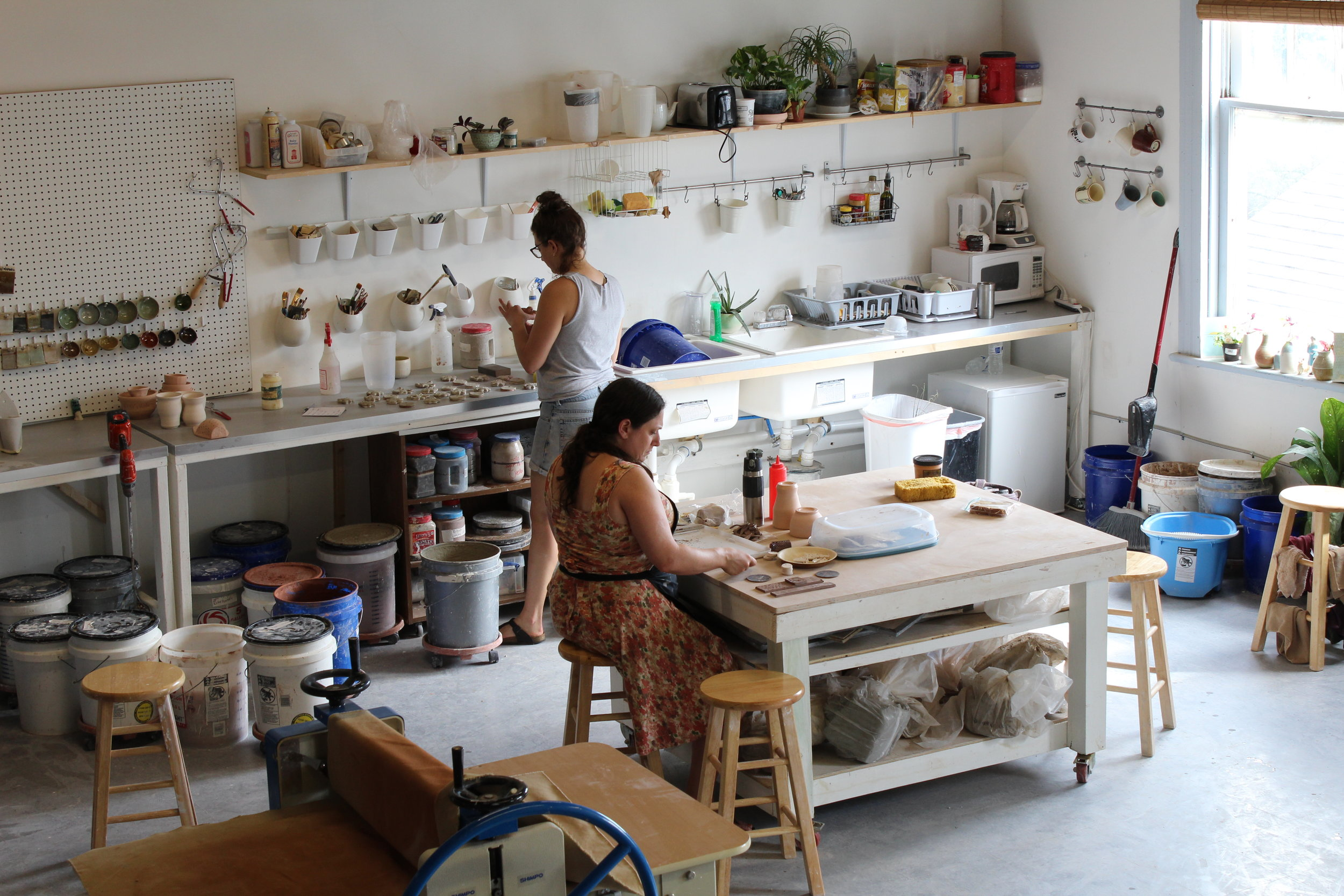 Flexible Access   - The London Clayworks gives it's members maximum flexibility. There isn't a strict limit on the time you spend at the studio so you can work on your own time, at your leisure.