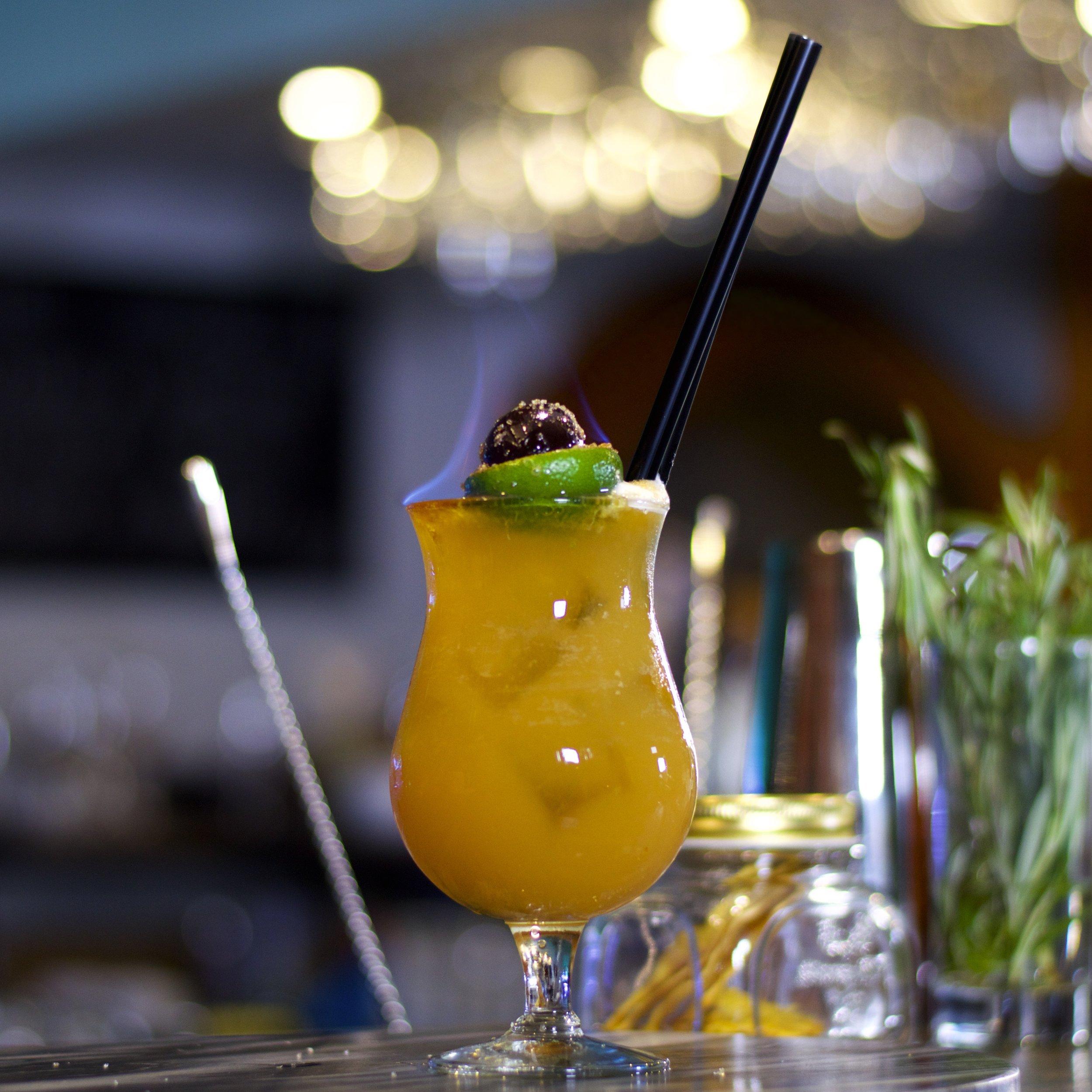 Zombie - Jeden z najsilnejších kokteilov na bare. Zombie sa skladá z bieleho rumu, tmavého rumu, Apricot Brandy, Cointreau, limetovej a citrónovej šťavy spolu s ananásovým a pomarančovým džúsom.