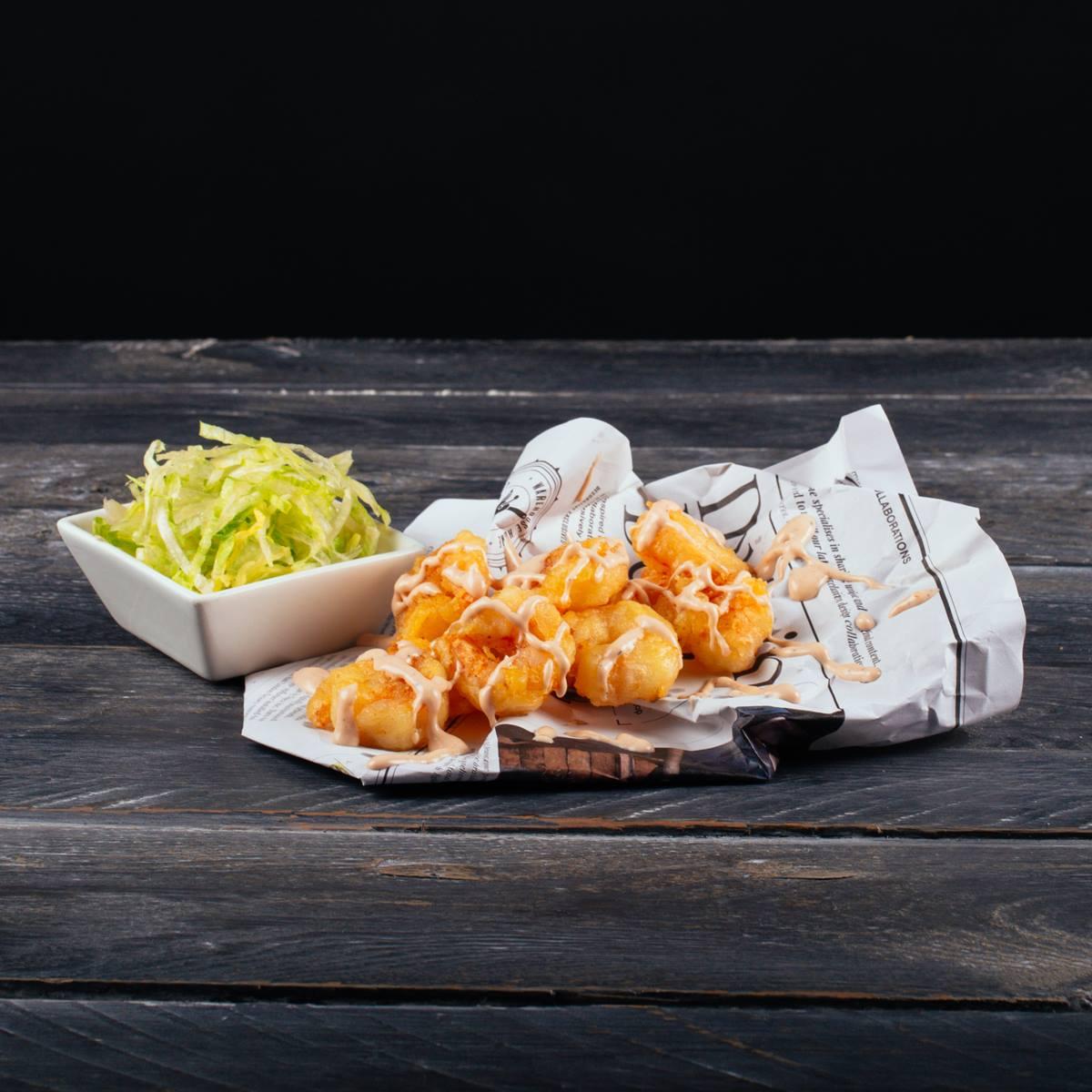 Chrumkavé Tempura krevety s ľadovým šalátom a cocktail omáčkou