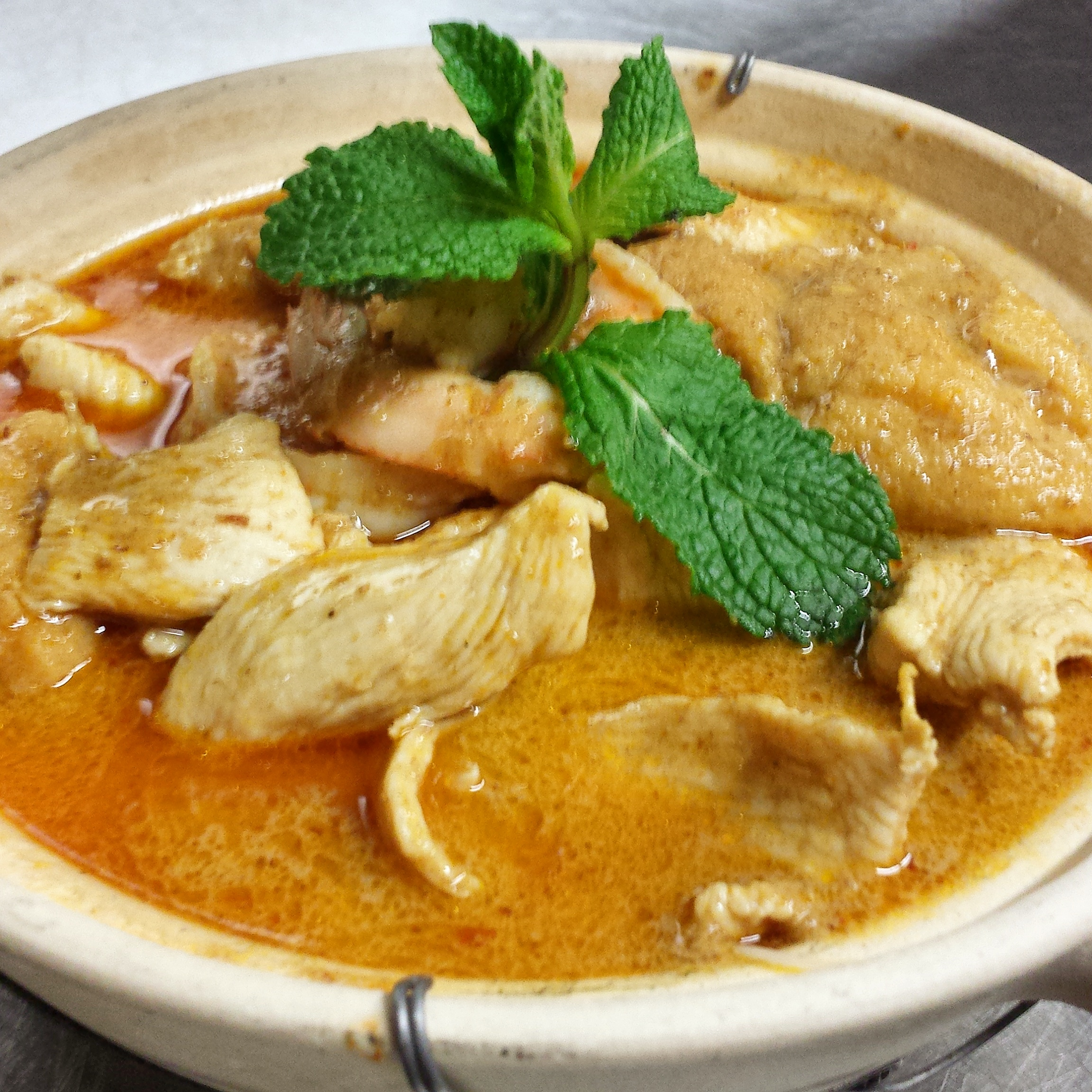 Curry Laksa   chicken, shrimp, japanese tofu, mee, vermicelli, coconut curry broth, beansprout, asian herbs