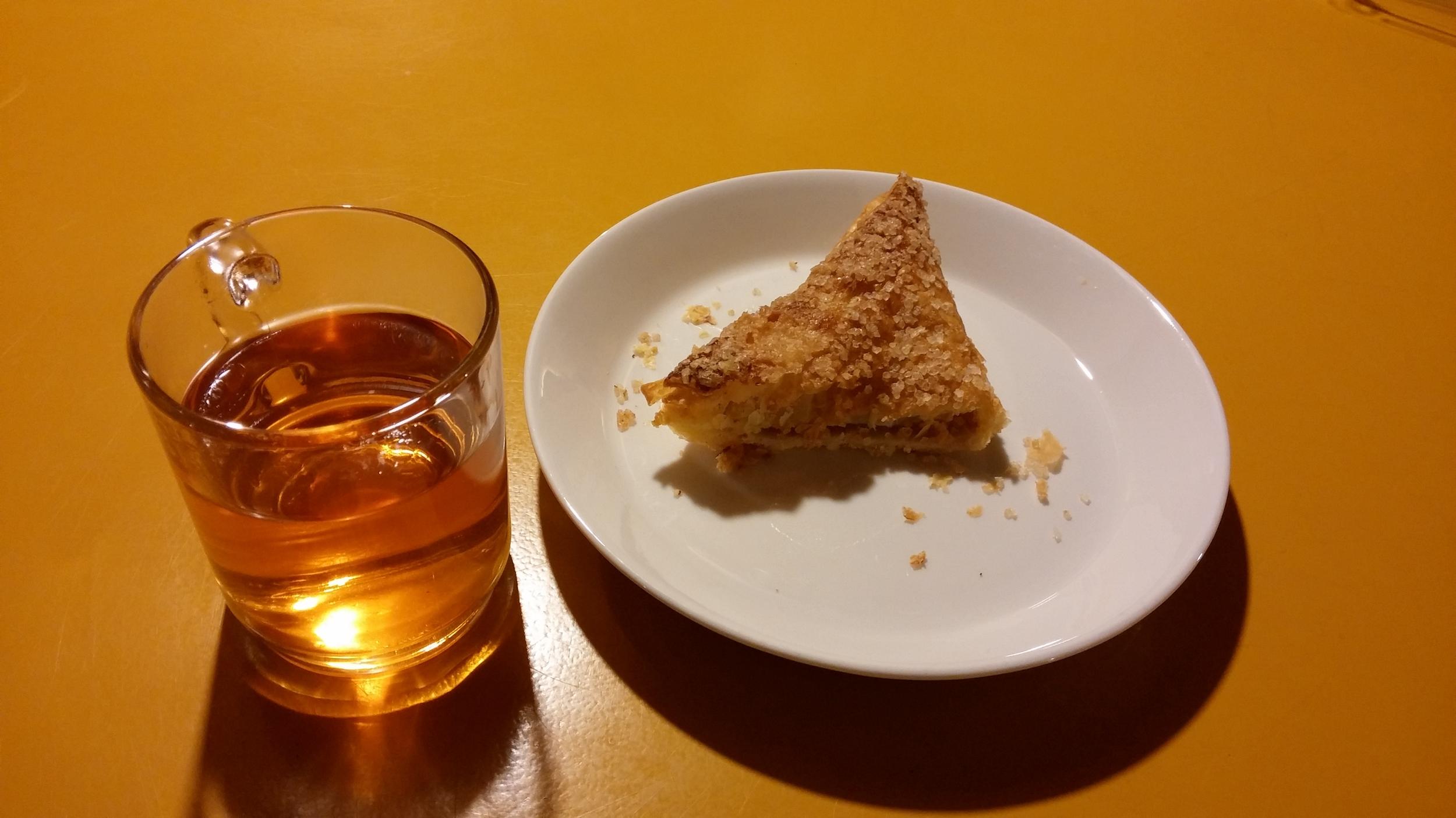Appelflap and tea
