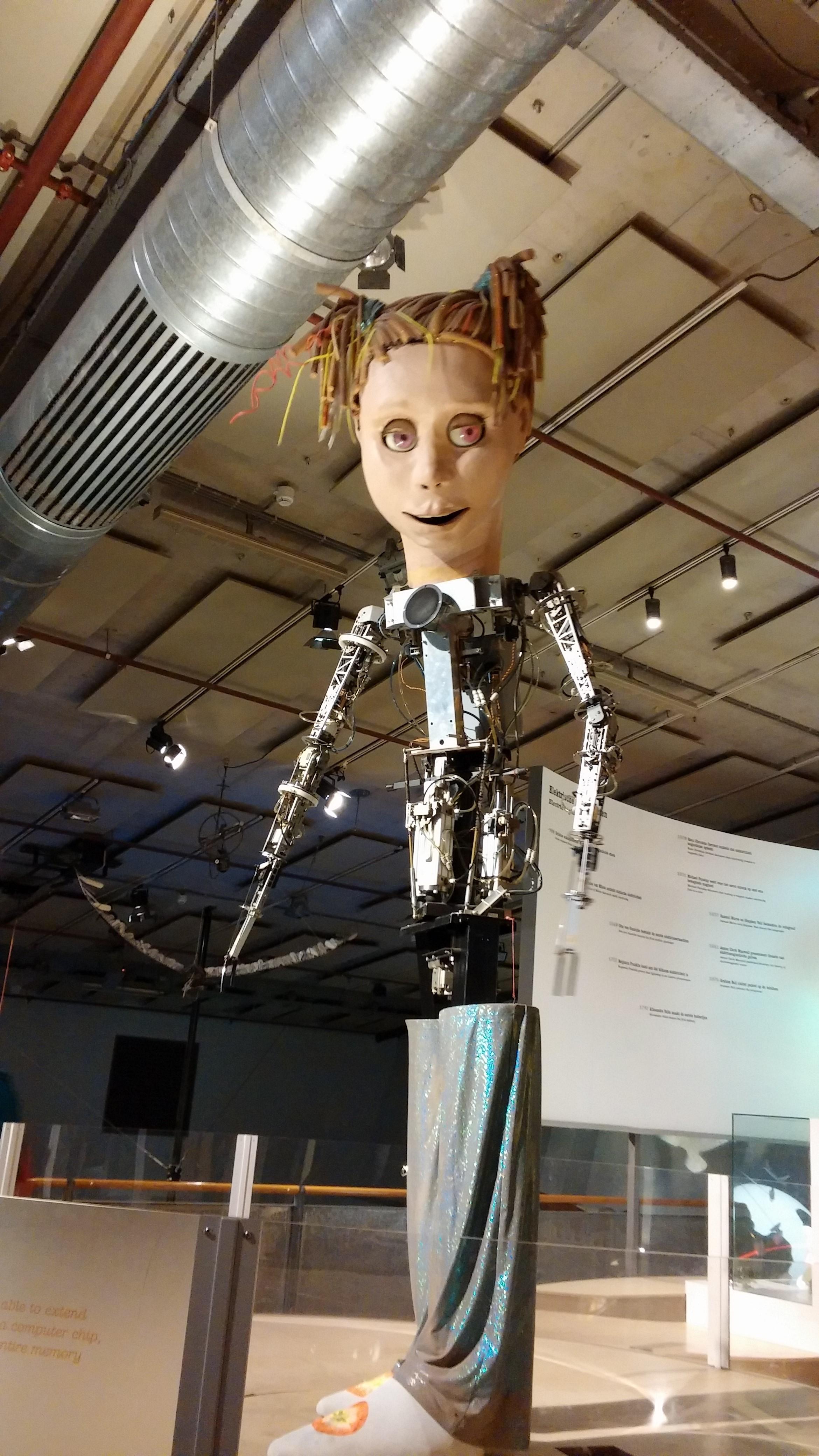 Creepy robot girl at NEMO