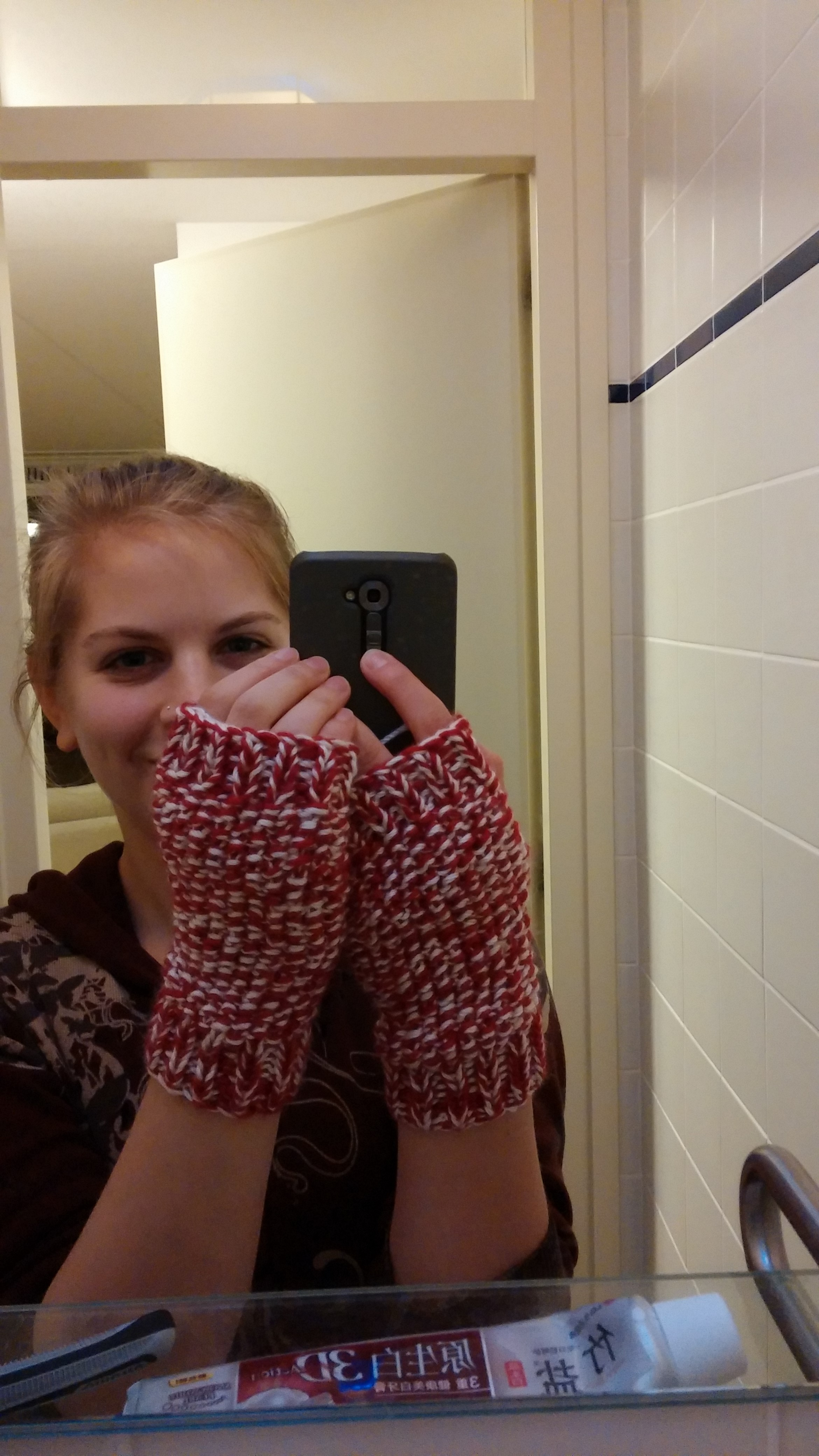 I finished knitting some hand warmers!