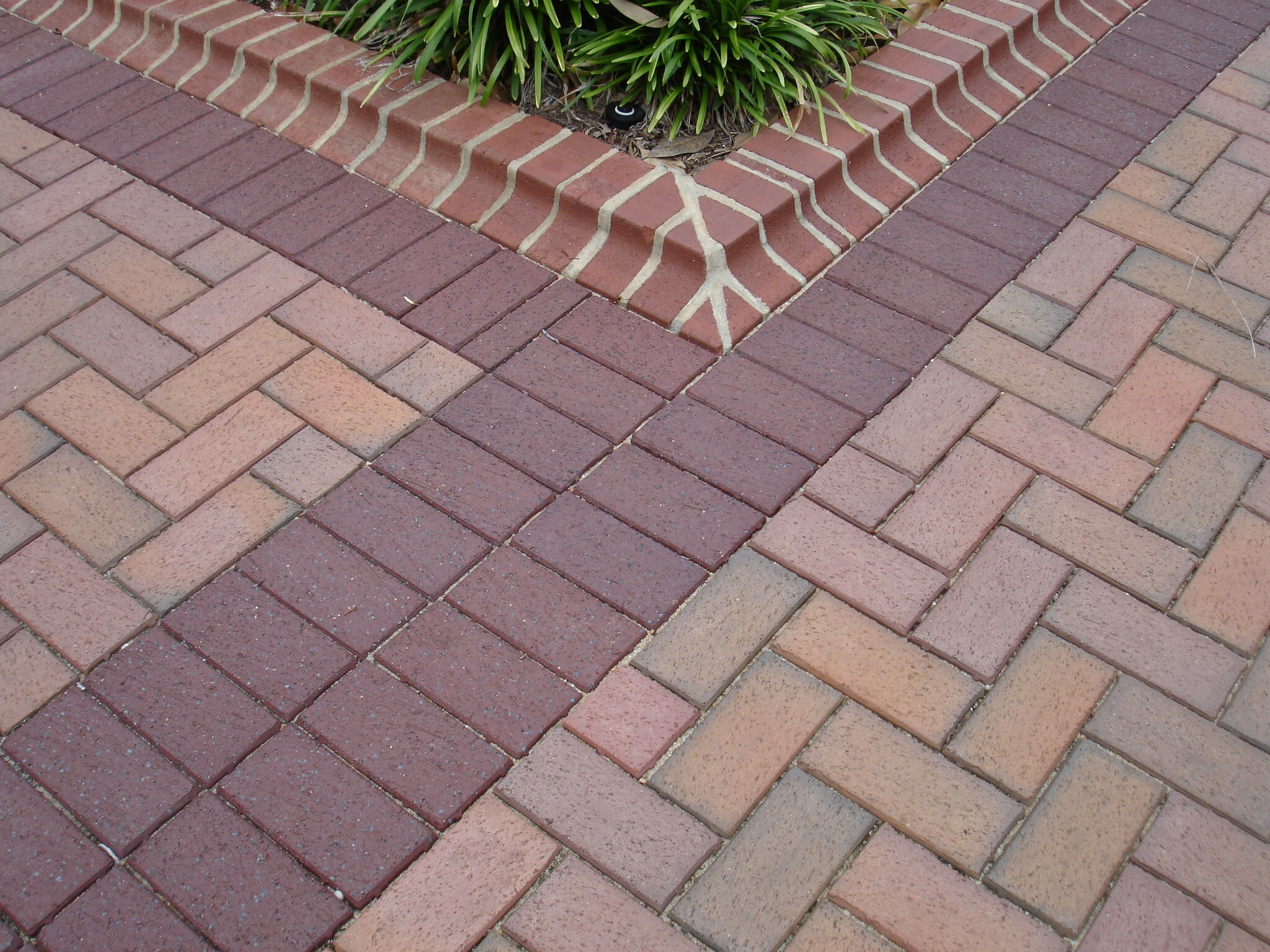 English-Edge-Ironspot-pavers.jpg