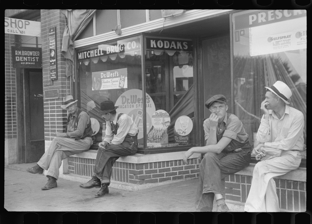 It wasn't hard for the photographer to capture some men loafing in Crossville in 1937 - here's a second shot.  http://photogrammar.yale.edu/records/index.php?record=fsa1997017035/PP
