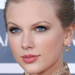 Taylor-Swift-Makeup-Grammys-2012.jpeg